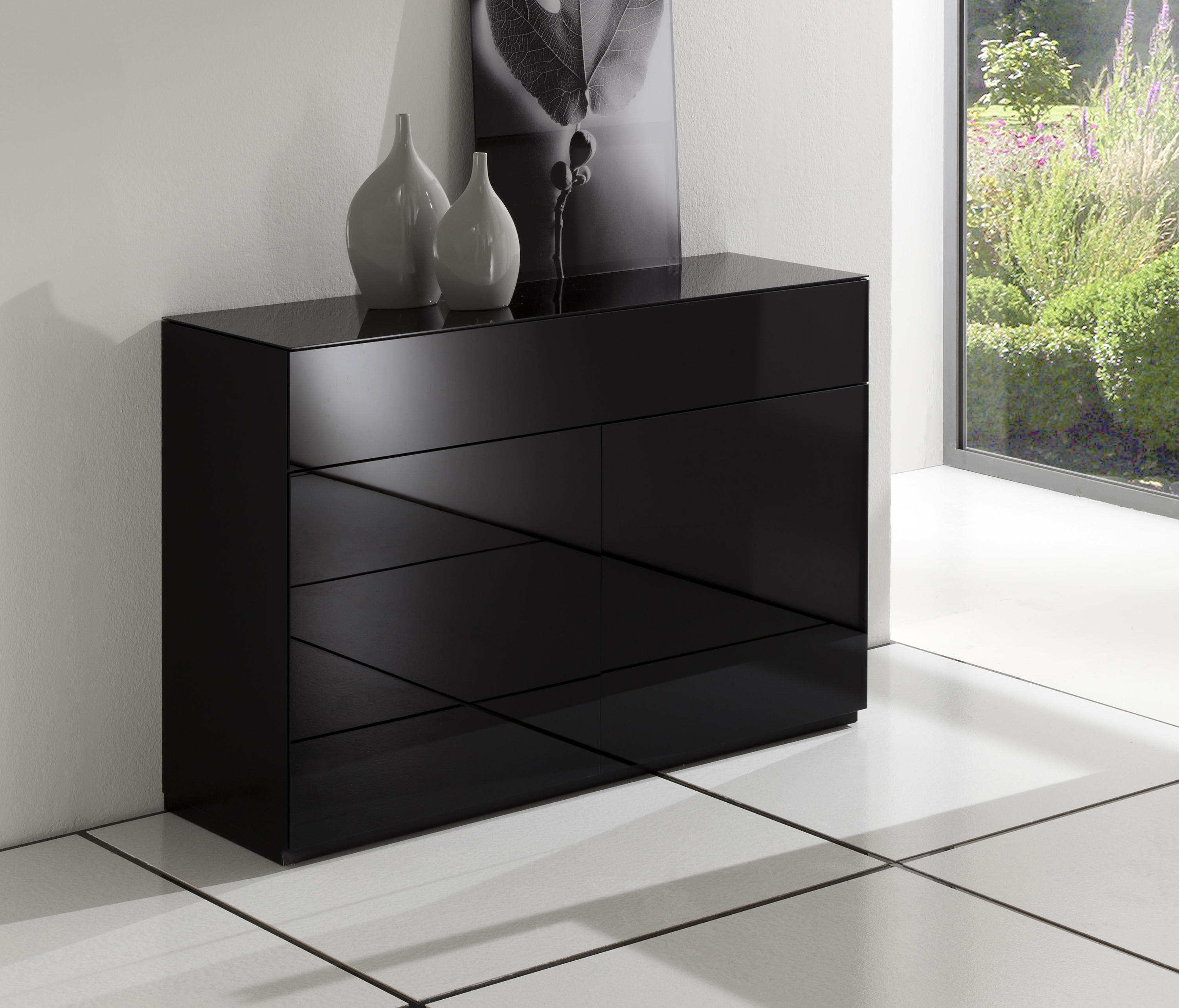 rooming nussbaum schwarz sideboards kommoden von die collection architonic. Black Bedroom Furniture Sets. Home Design Ideas