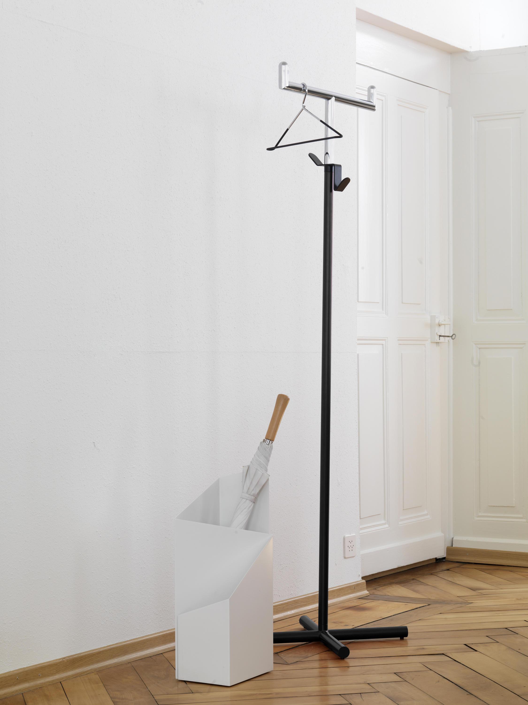 Toro standgarderoben von mox architonic for Garderobe querstange