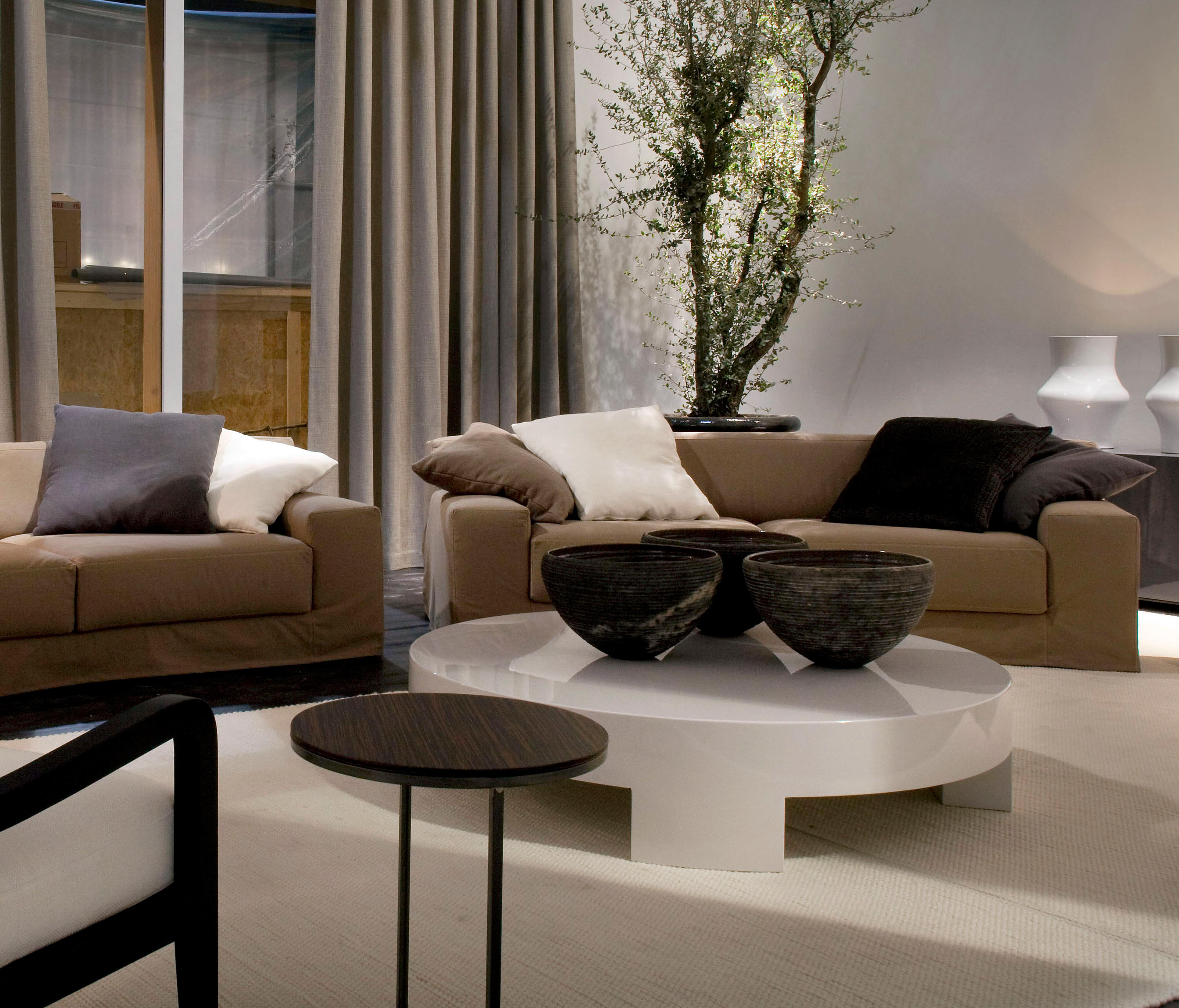 Frieman ghost sofa sofas from meridiani architonic frieman ghost sofa by meridiani parisarafo Image collections