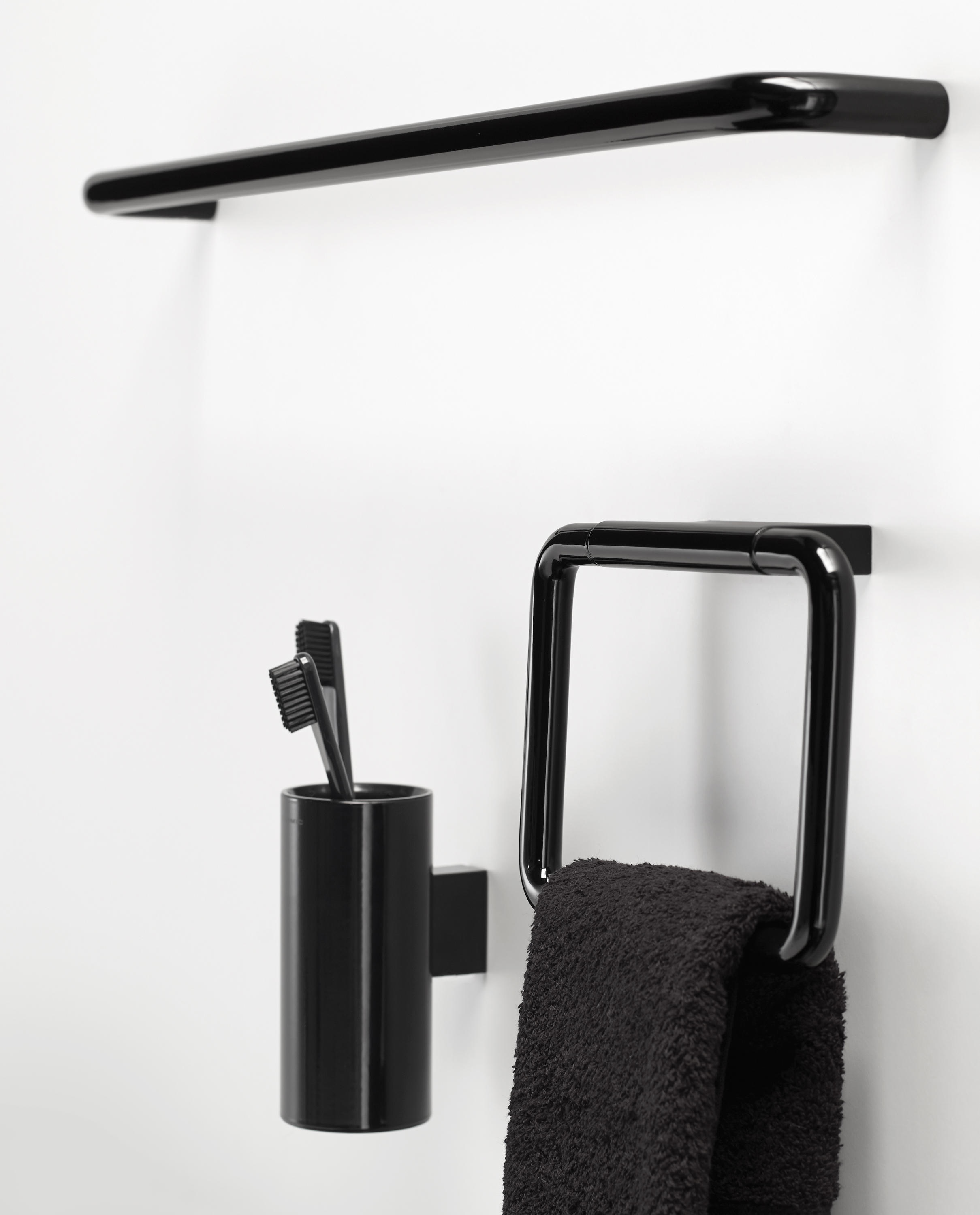BLACK & WHITE - Bath mirrors from Cosmic | Architonic