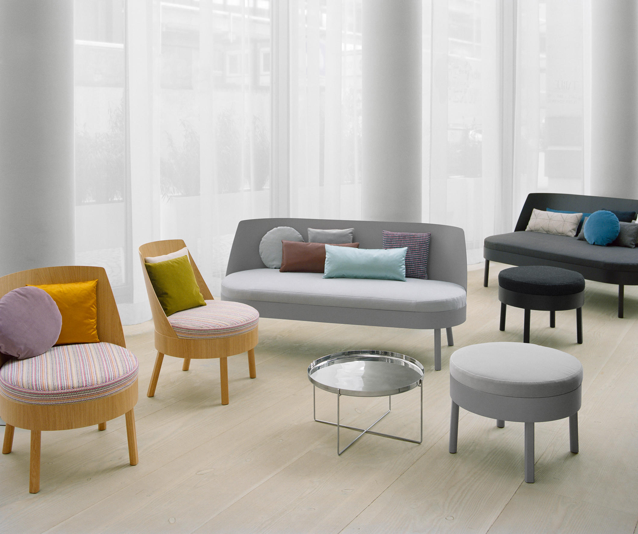 BESSY Lounge chairs from e15