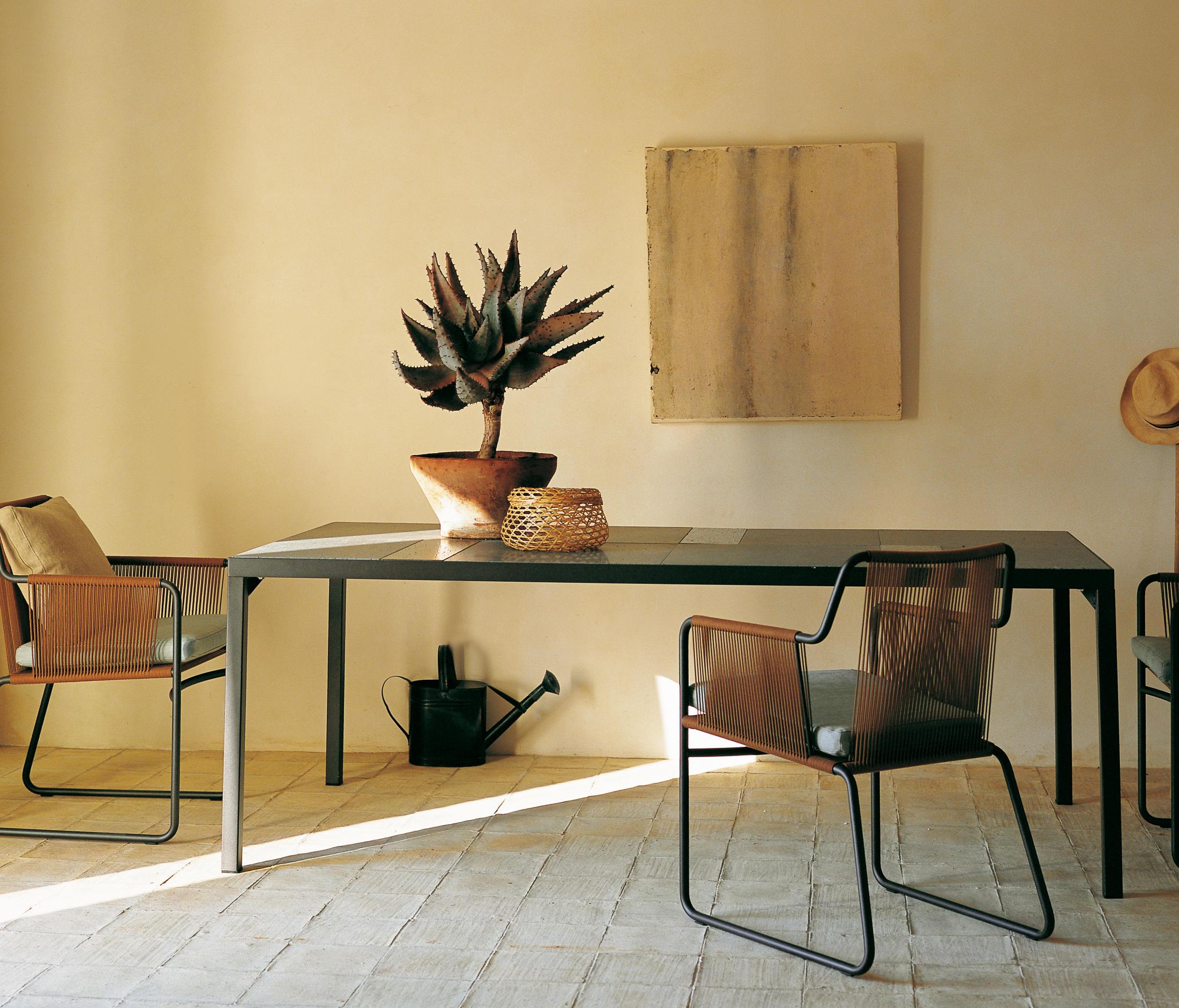 Flat 320 tavoli da pranzo da giardino roda architonic for Produttori tavoli