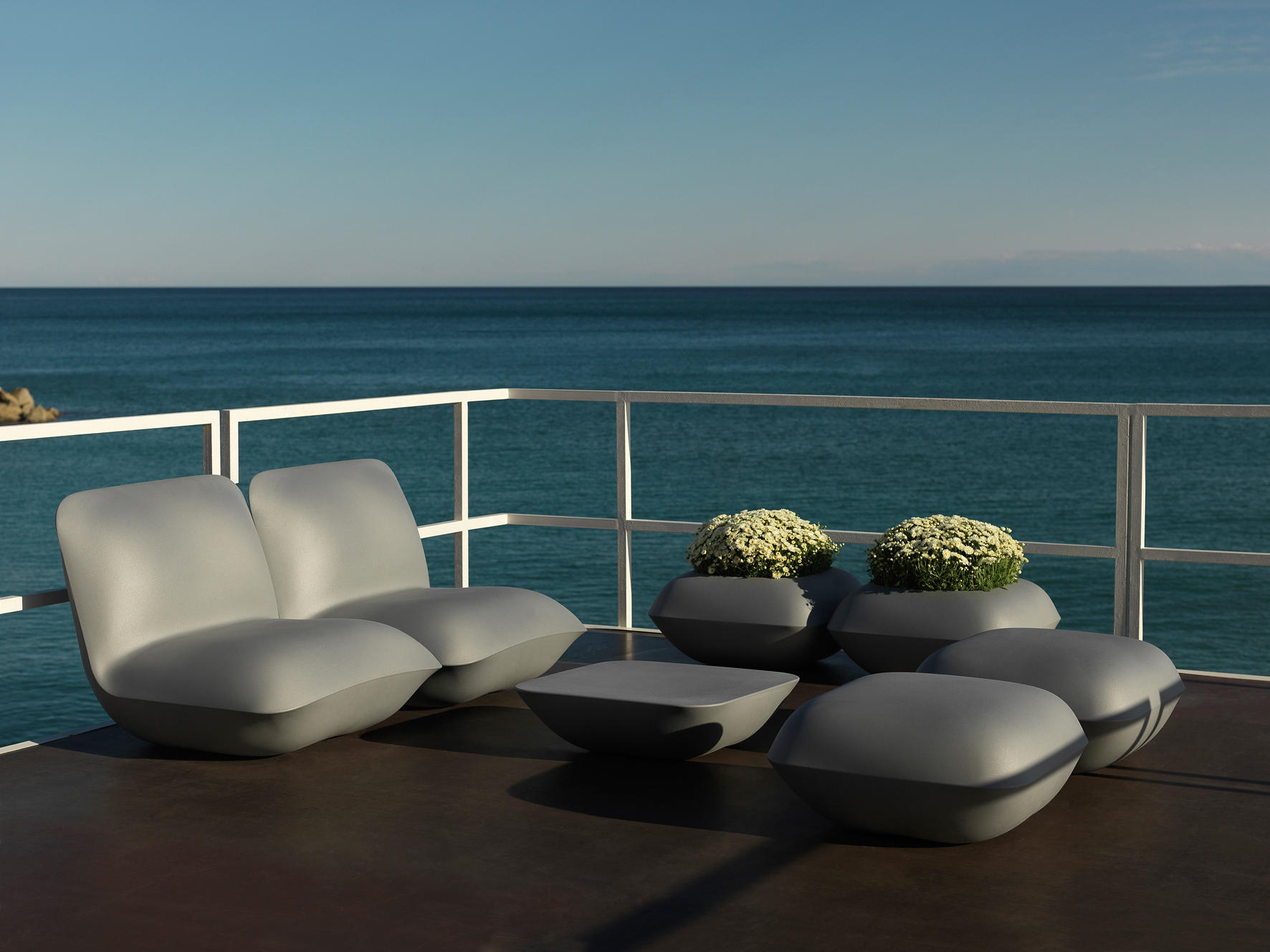 Pillow lounge chair by vondom