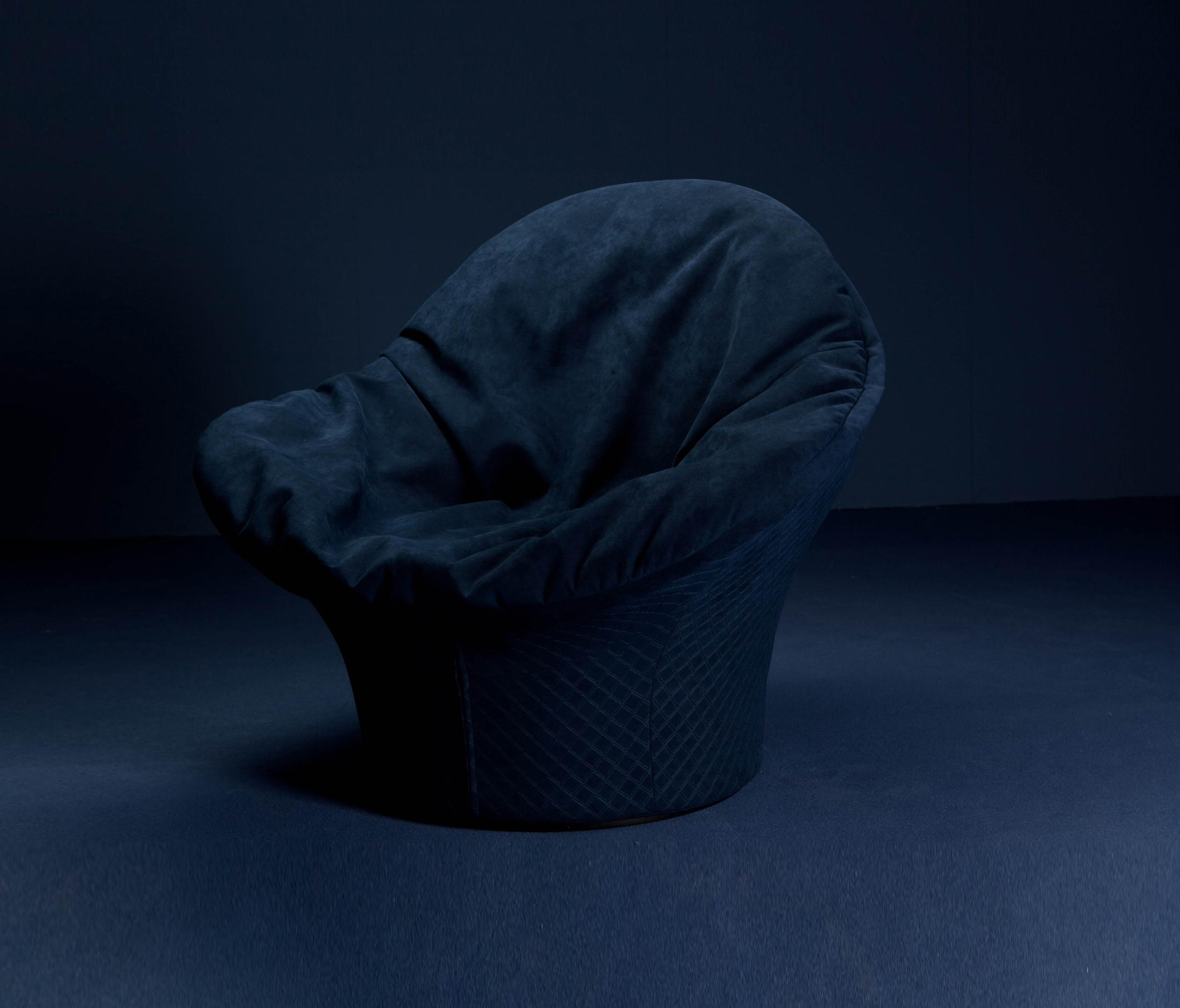 Alcantara relax for lips chair by carlo colombo by for Carlo colombo