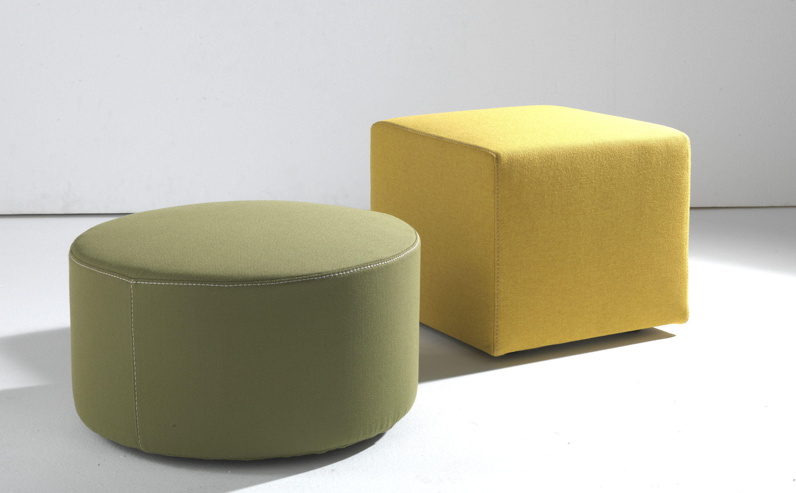 pouf poufs polsterhocker von lema architonic. Black Bedroom Furniture Sets. Home Design Ideas