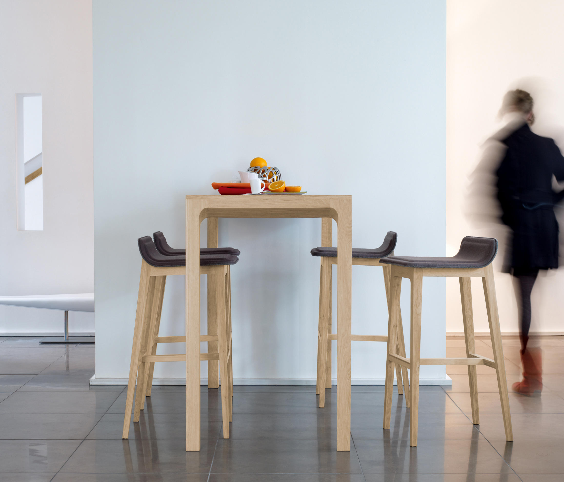laia high table restaurant tables from alki architonic. Black Bedroom Furniture Sets. Home Design Ideas