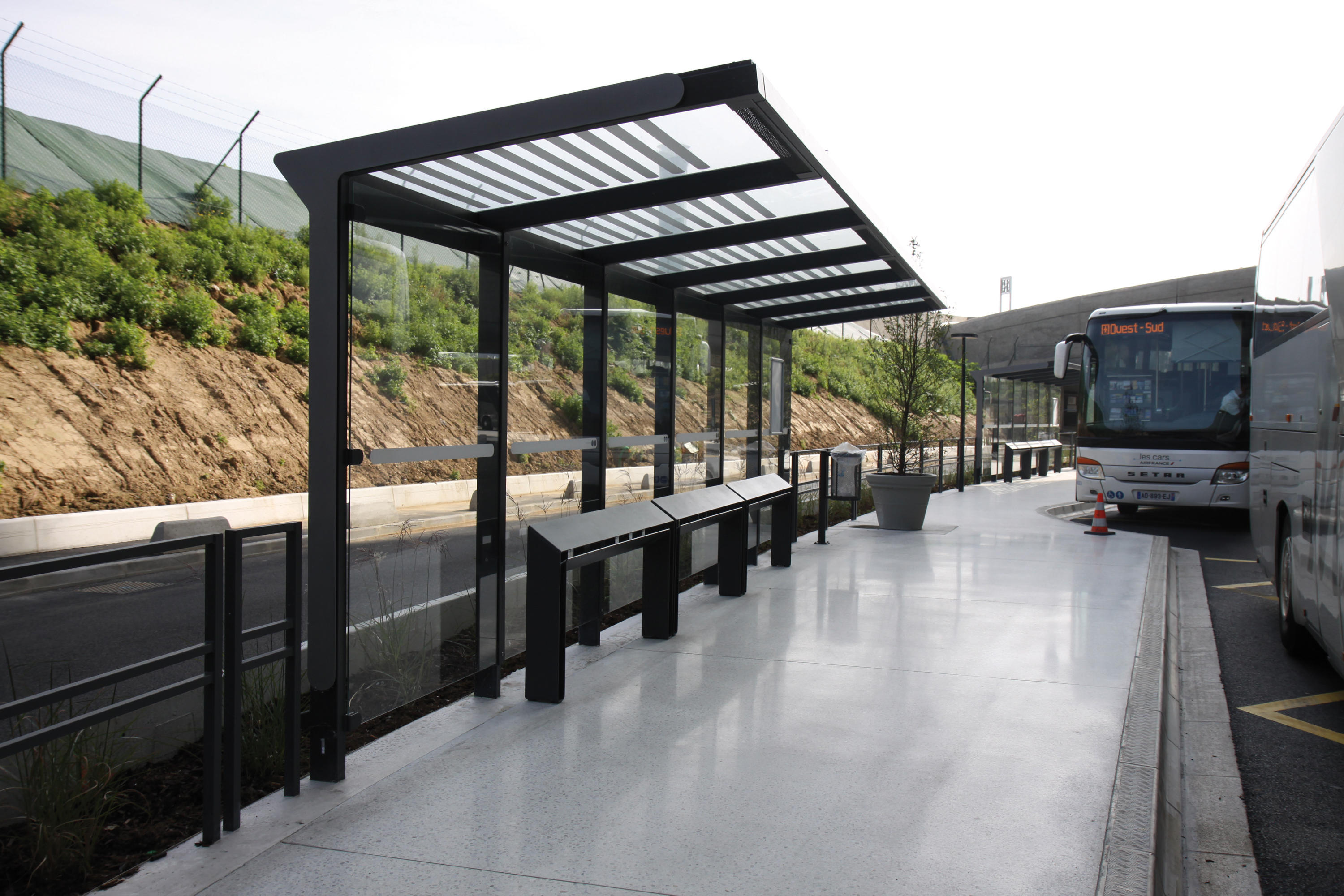 Aureo bus stop shelter bus stop shelters from mmcit - Perfiles de acero ...