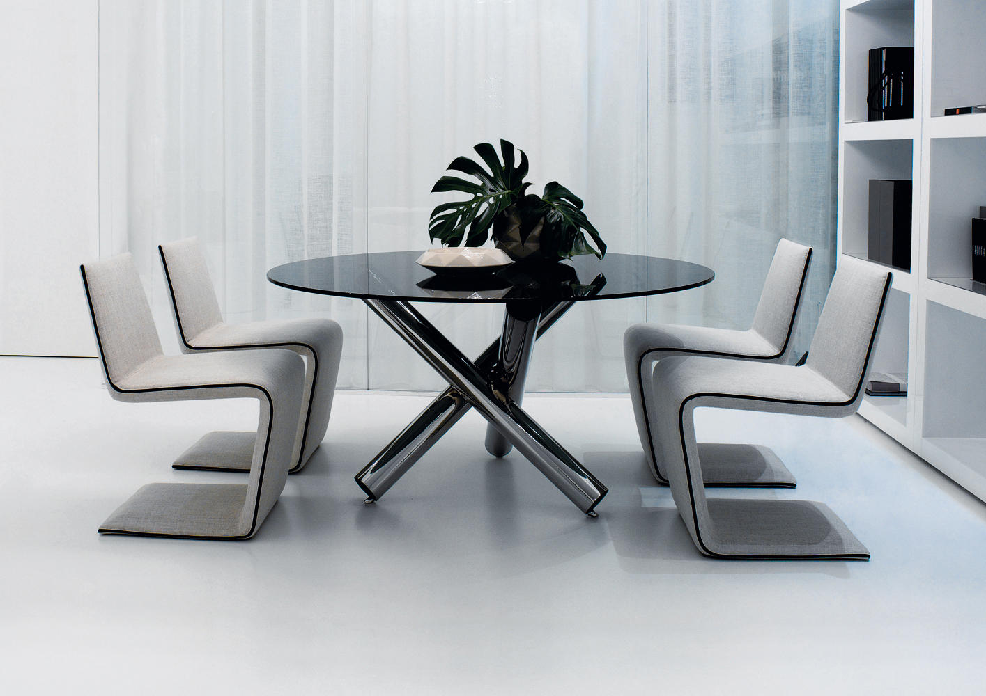 Phillips chair chairs from minotti architonic for Sedie design furniture e commerce