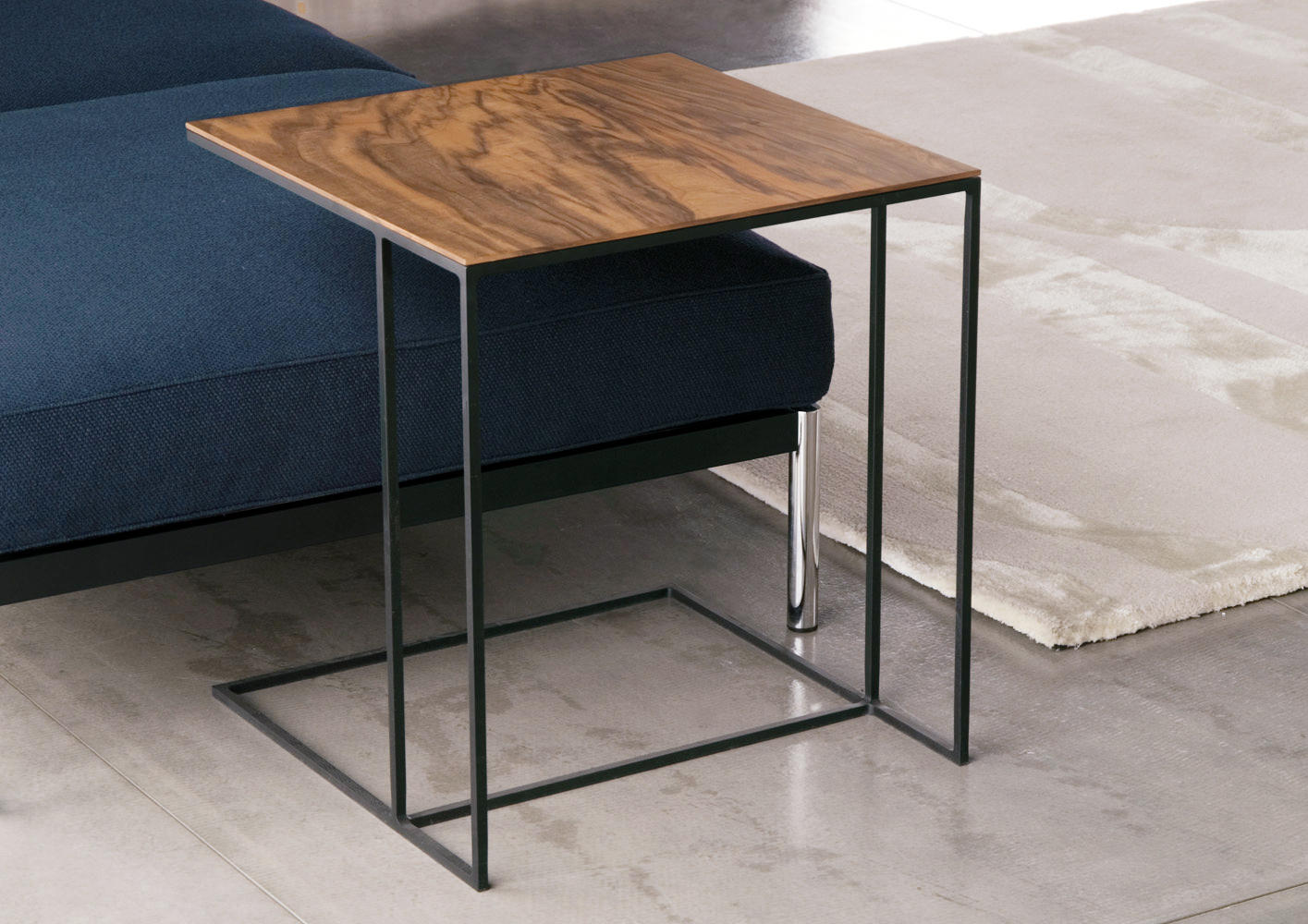 leger side tables from minotti architonic. Black Bedroom Furniture Sets. Home Design Ideas