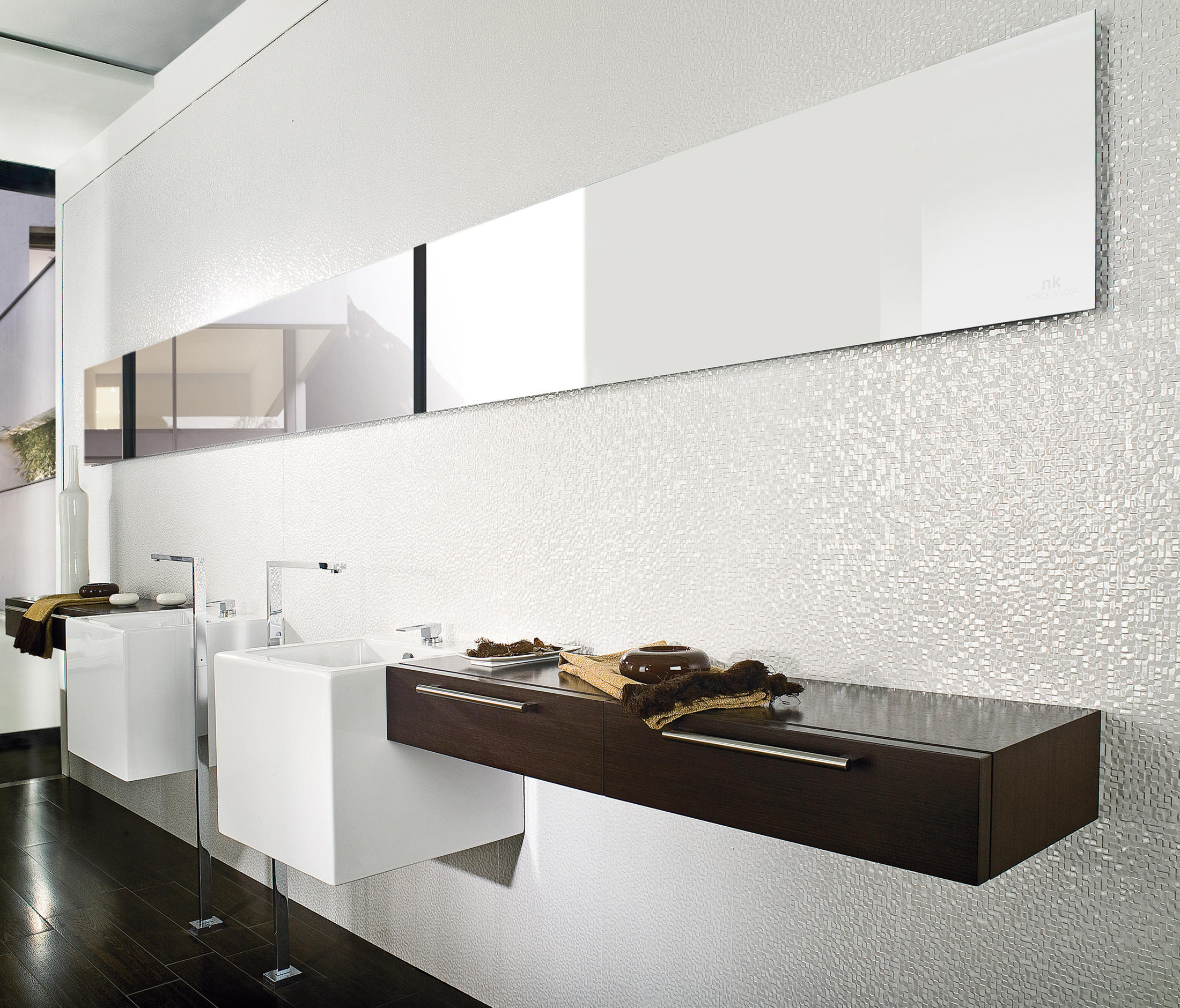 Cubica blanco ceramic tiles from porcelanosa architonic for Porcelanosa salle de bain