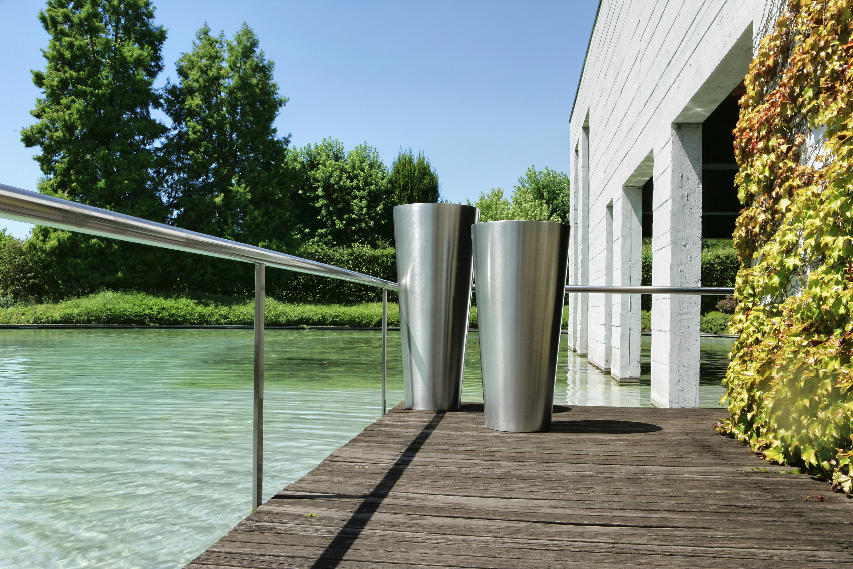 sky flowerpots planters from de castelli architonic. Black Bedroom Furniture Sets. Home Design Ideas