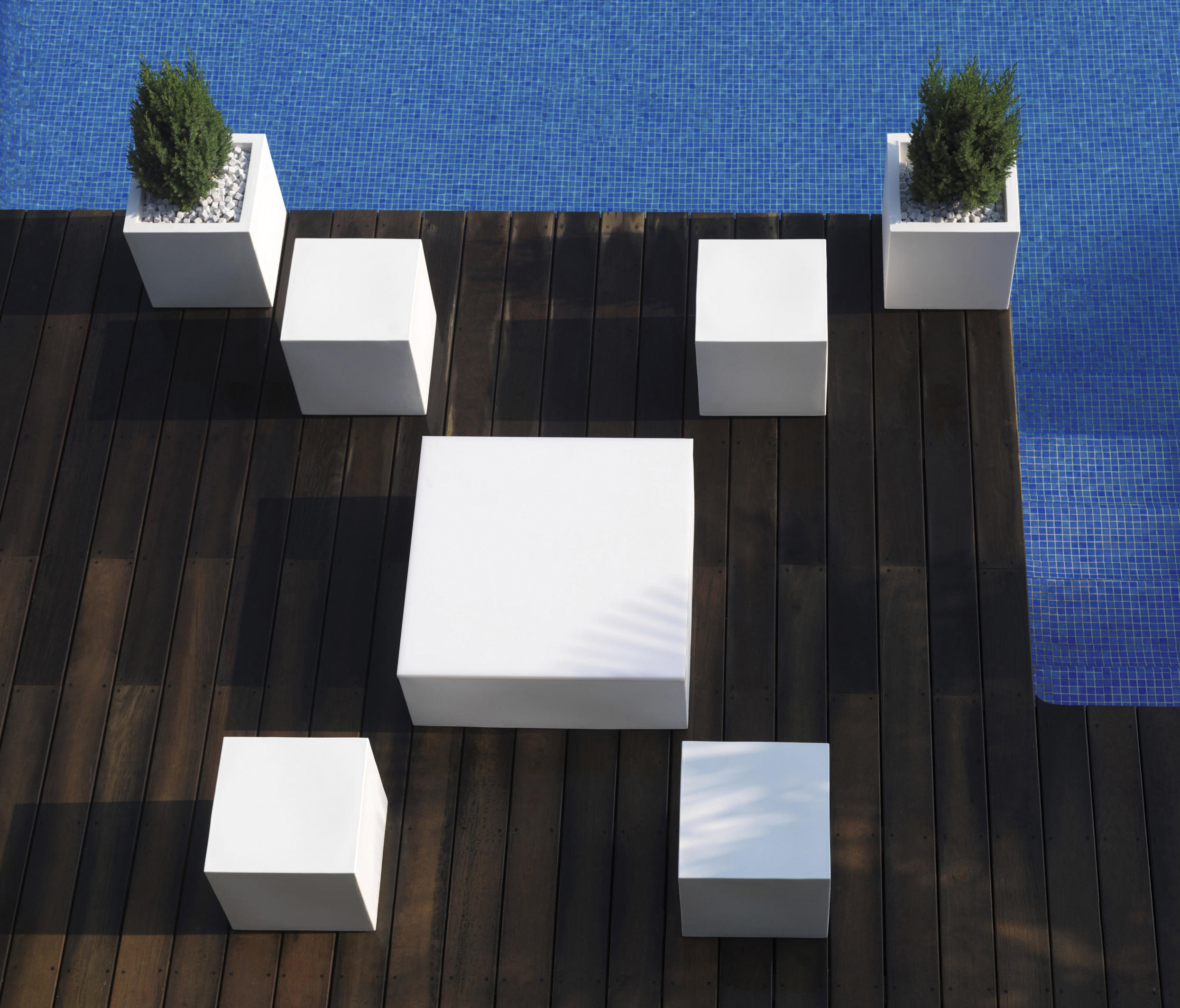 Quadrat garden stools from vondom architonic for Arredo spluga