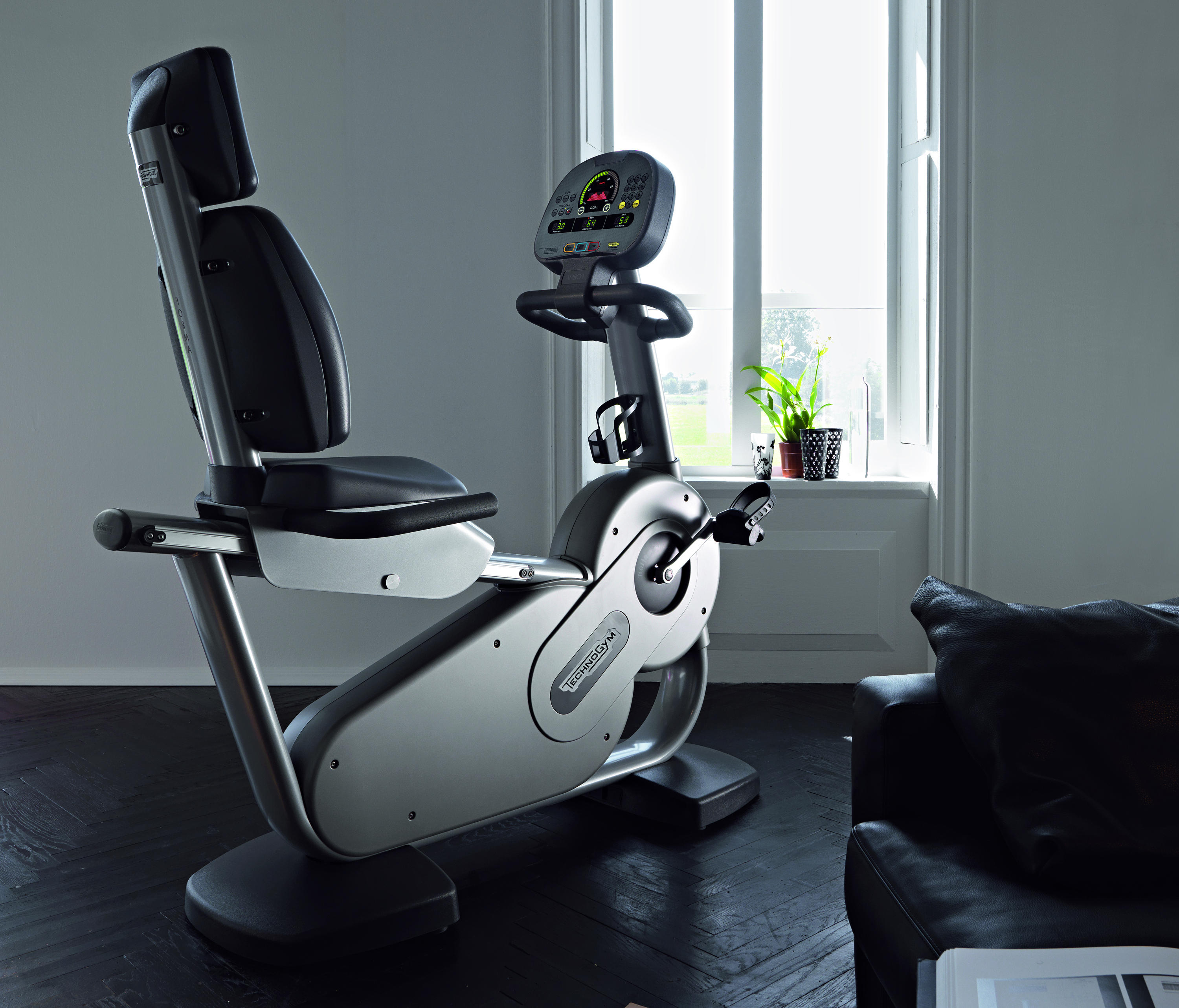 spazio forma fitness equipment from technogym architonic. Black Bedroom Furniture Sets. Home Design Ideas
