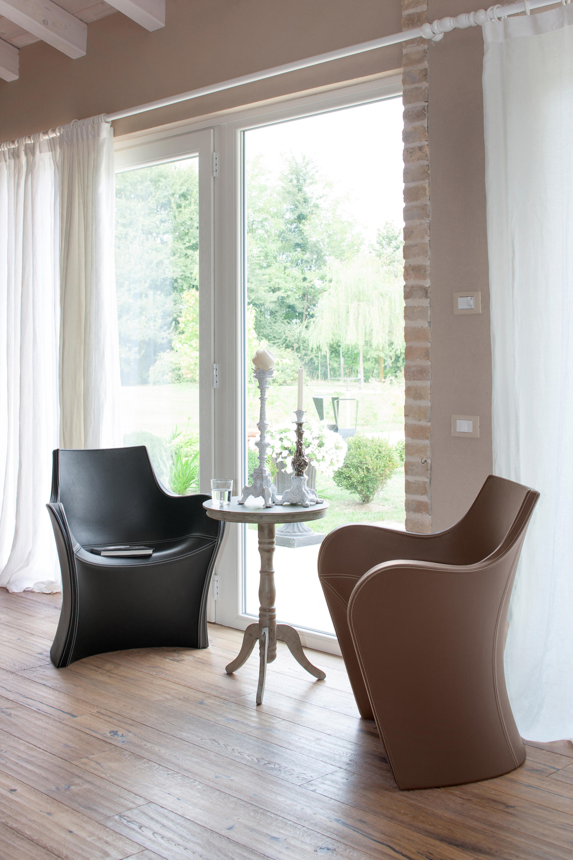 Woopy Chairs From B Line Architonic