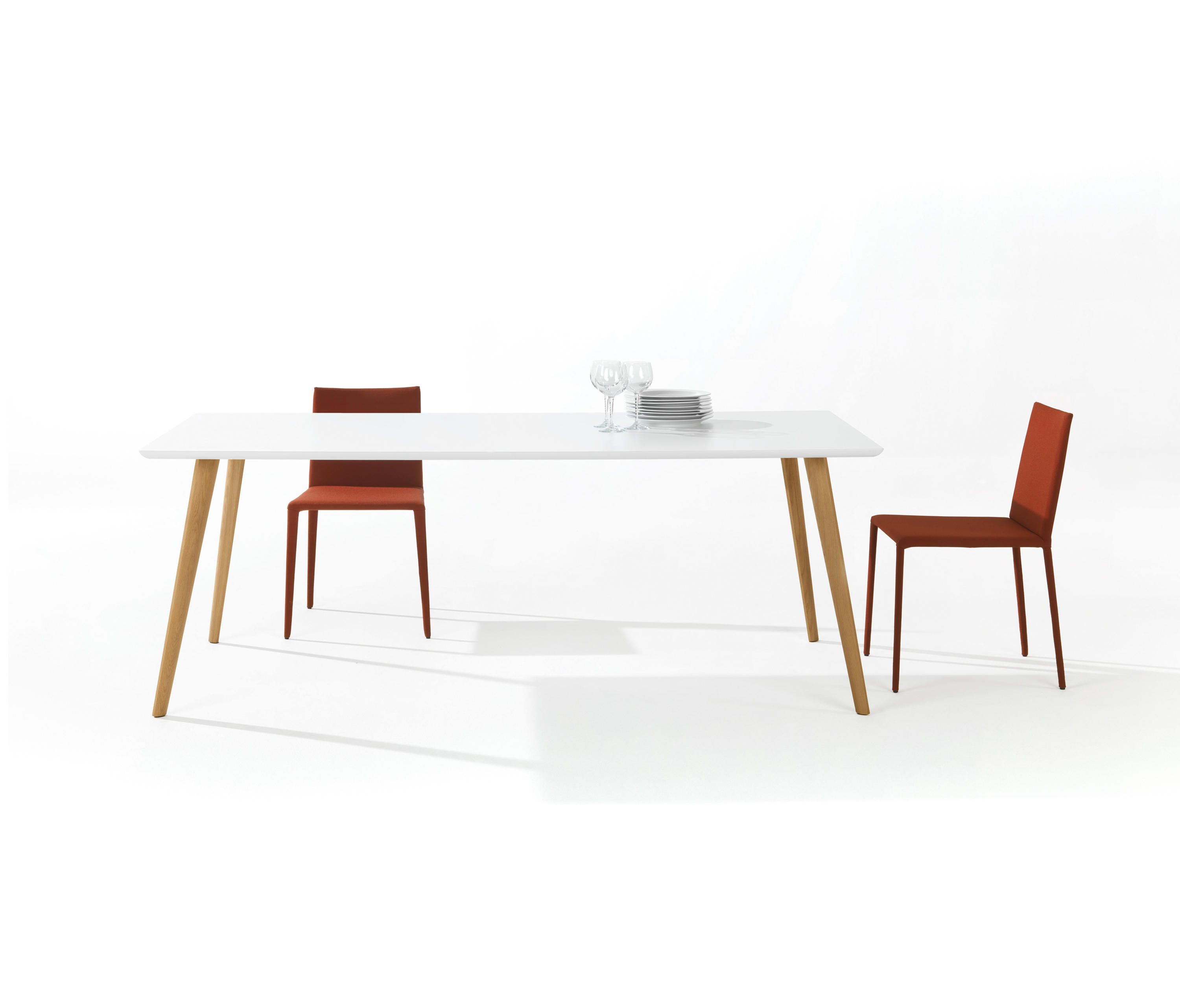 Gher h74 square top restaurant tables from arper for Table 140x140