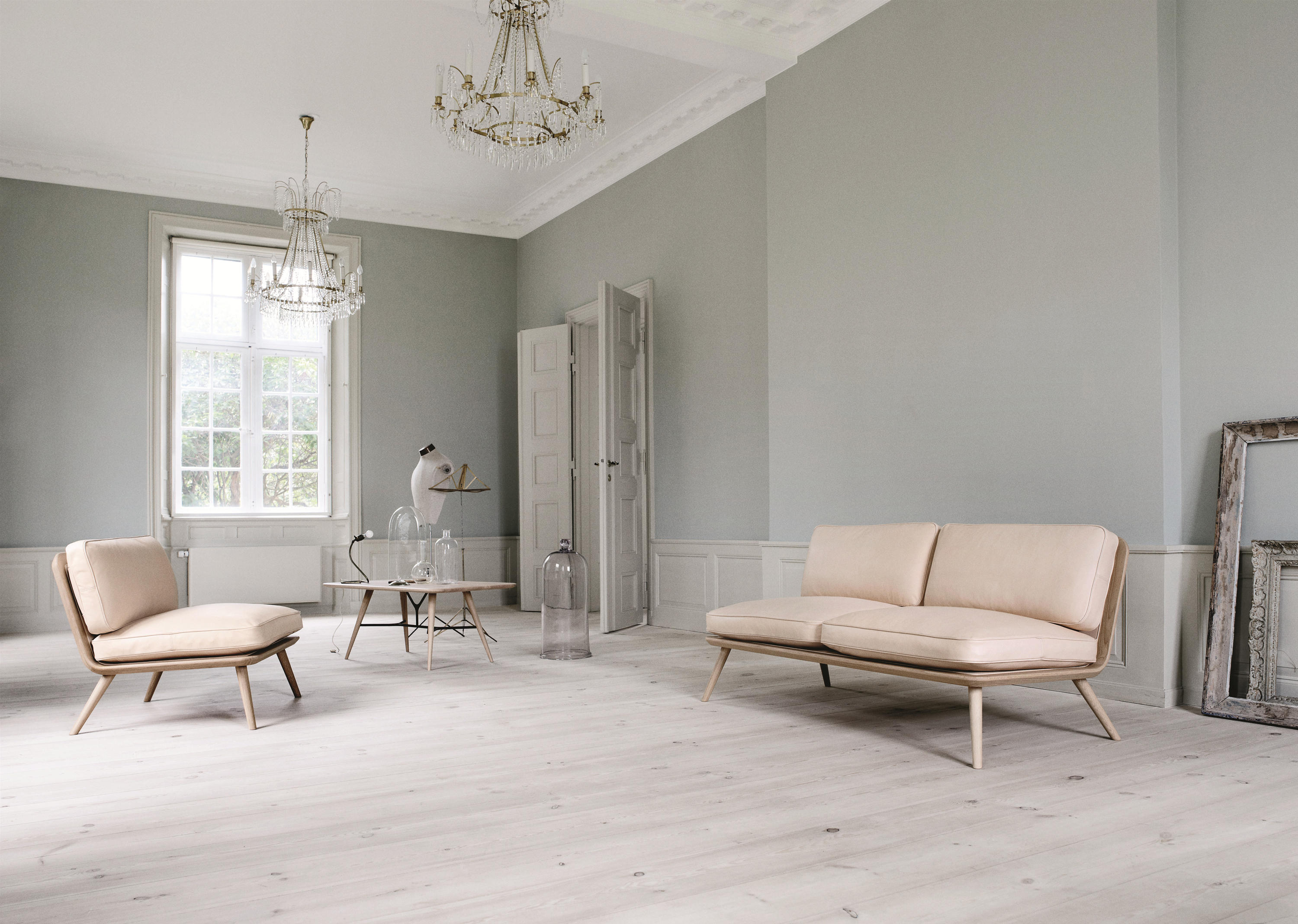 Spine lounge chair lounge chairs from fredericia for Deco mur interieur maison