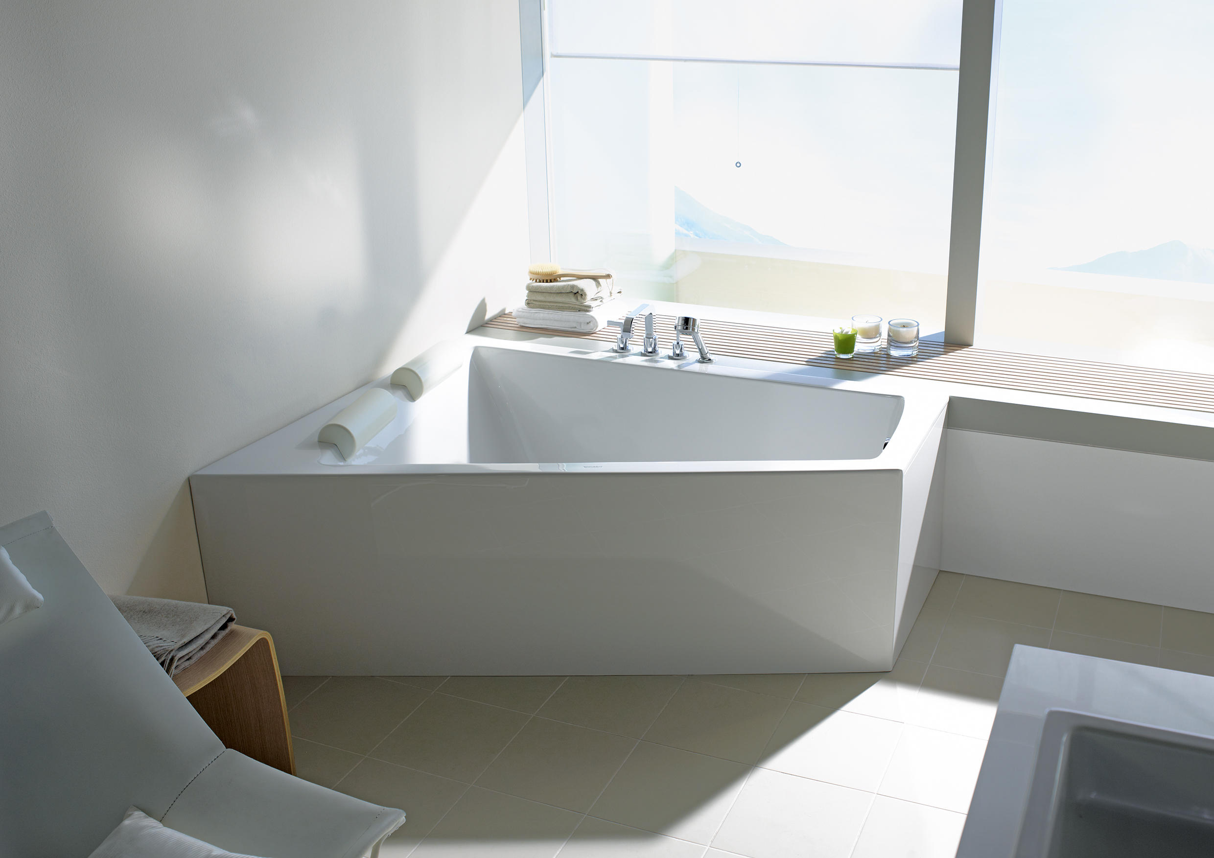 Paiova bathtub built in bathtubs from duravit architonic for Petite baignoire design