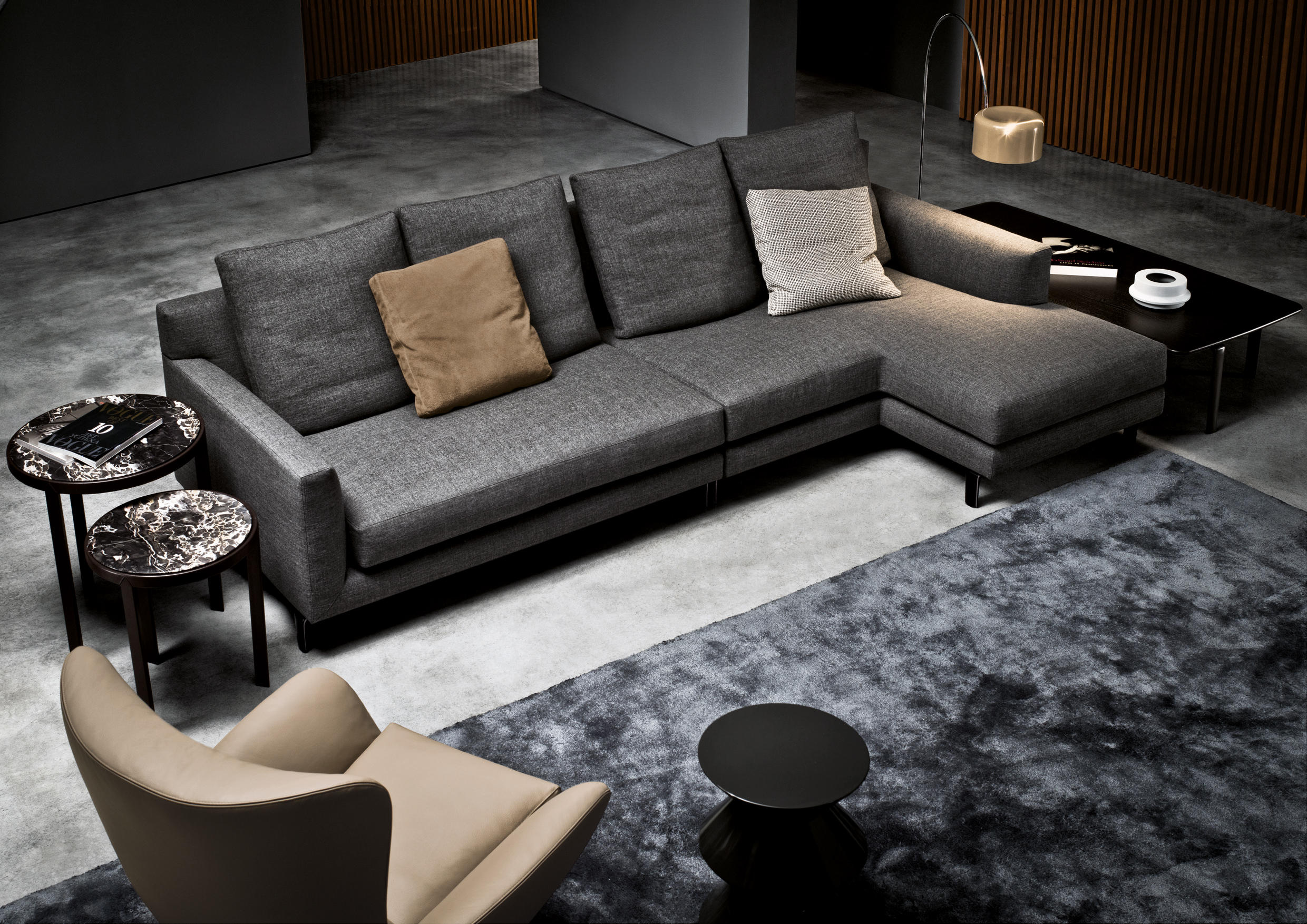Allen sofas from minotti architonic for Tv lounge sofa