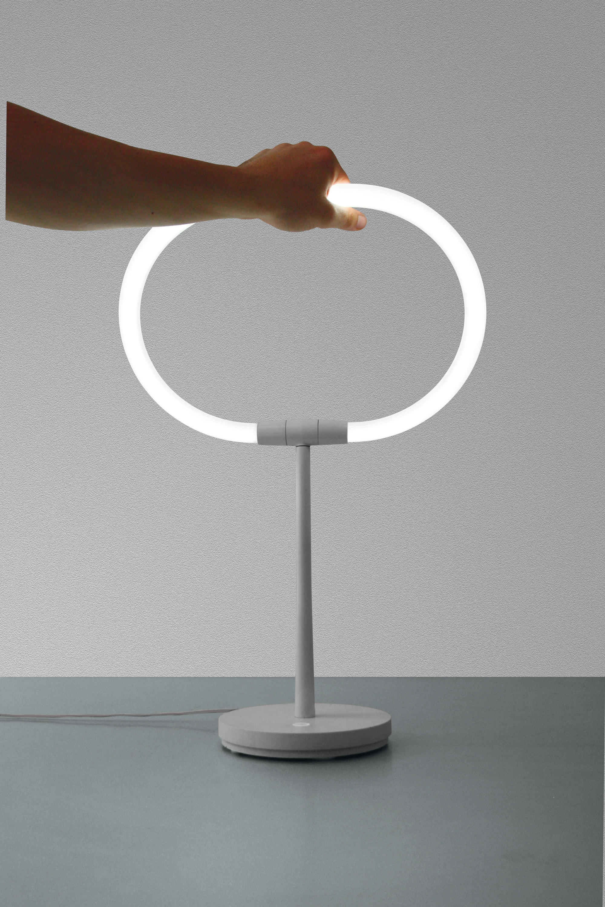 Udestående HALO LAMPE DE TABLE - Luminaires de table de Artemide | Architonic UL07