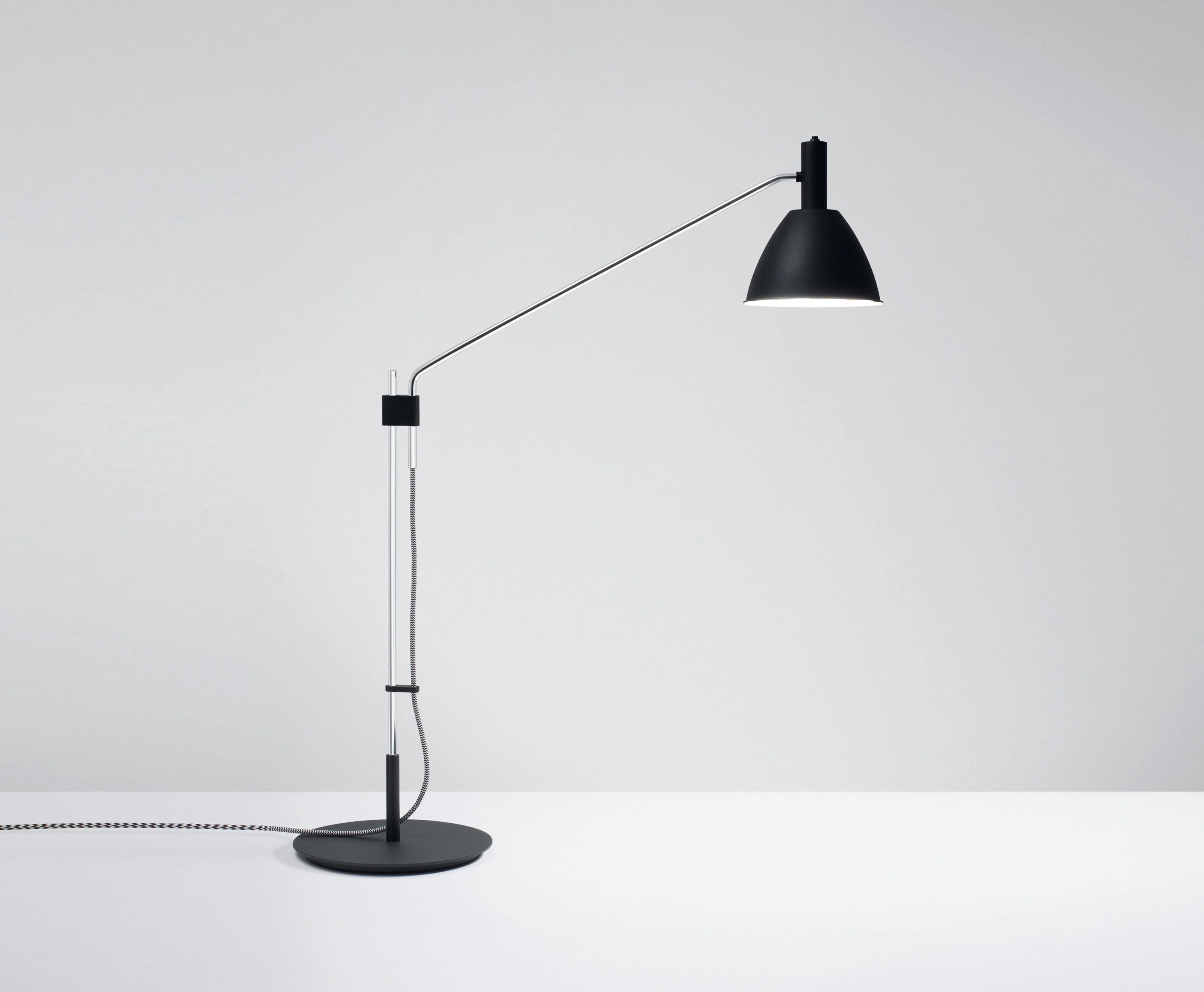 tischleuchte bauhaus t mit led table lights from lumini