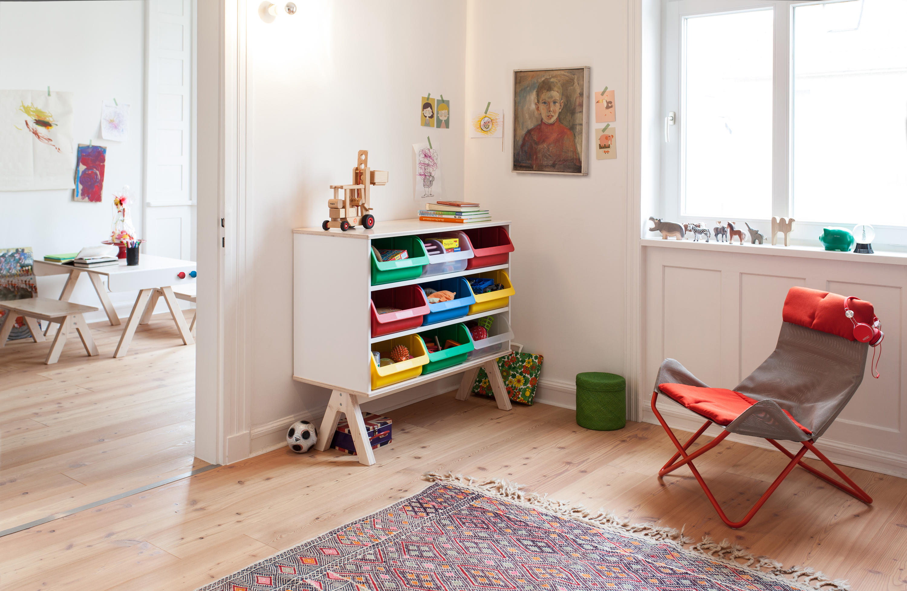 Famille garage shelf children 39 s area from richard for Moderne kinderzimmer