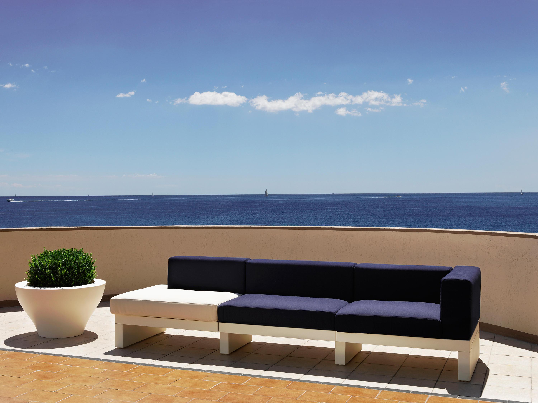 Divano hour collection sofas von serralunga architonic - Divano in resina da esterno ...