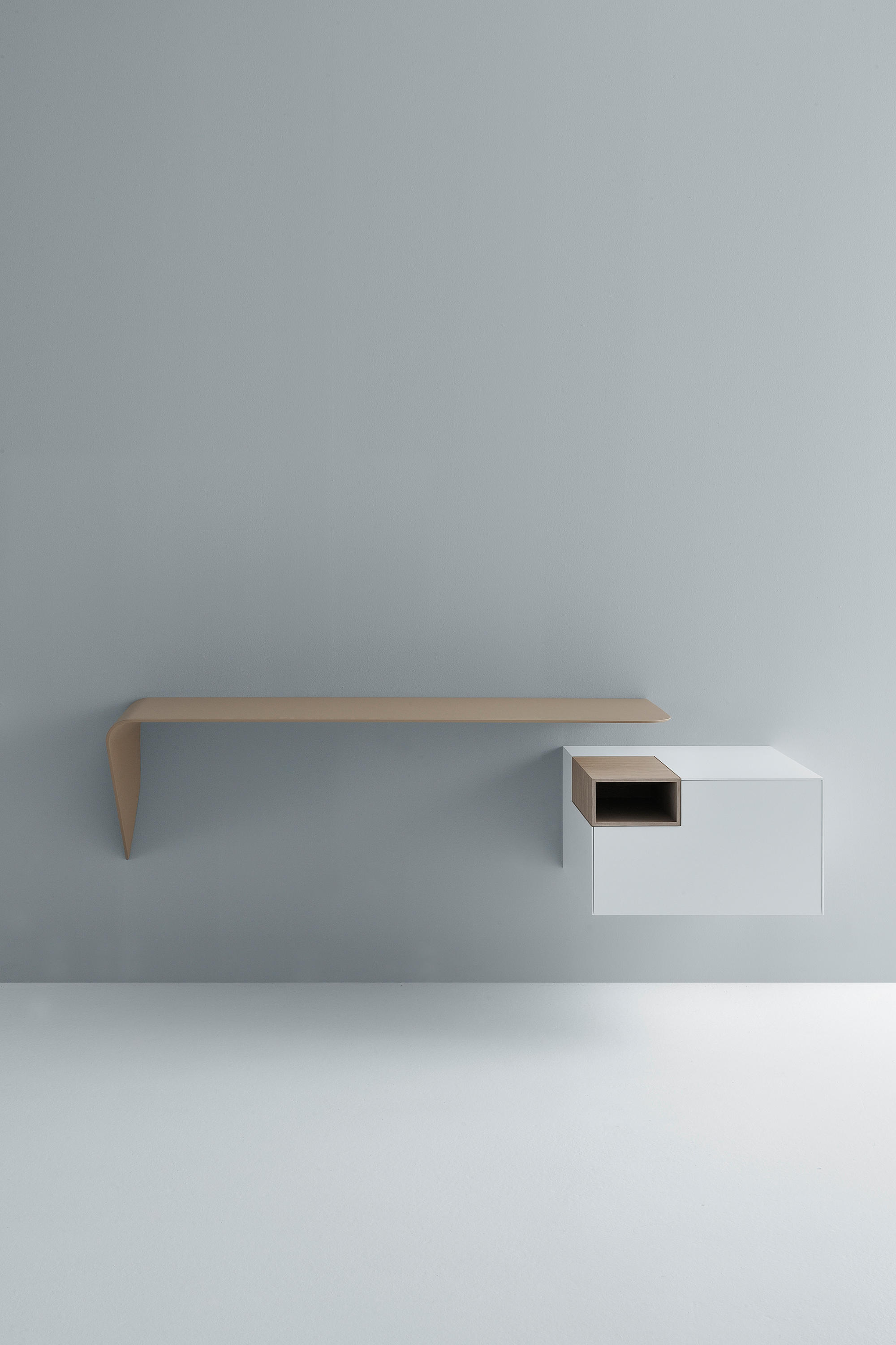 mamba shelf desk desks from mdf italia architonic. Black Bedroom Furniture Sets. Home Design Ideas