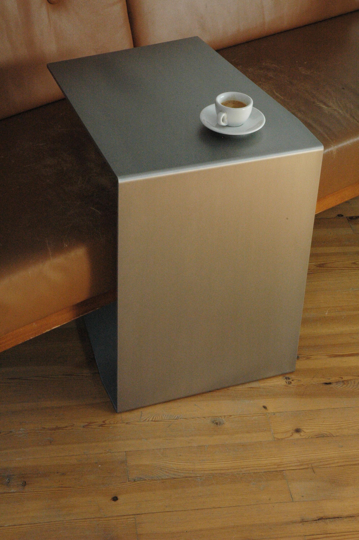C Tisch Alufalte Beistelltische Von Xbritt Moebel Architonic