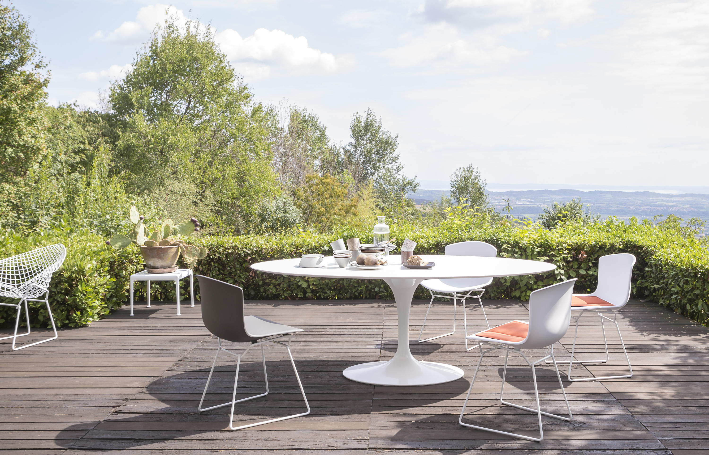 bertoia side chair outdoor garden chairs from knoll. Black Bedroom Furniture Sets. Home Design Ideas