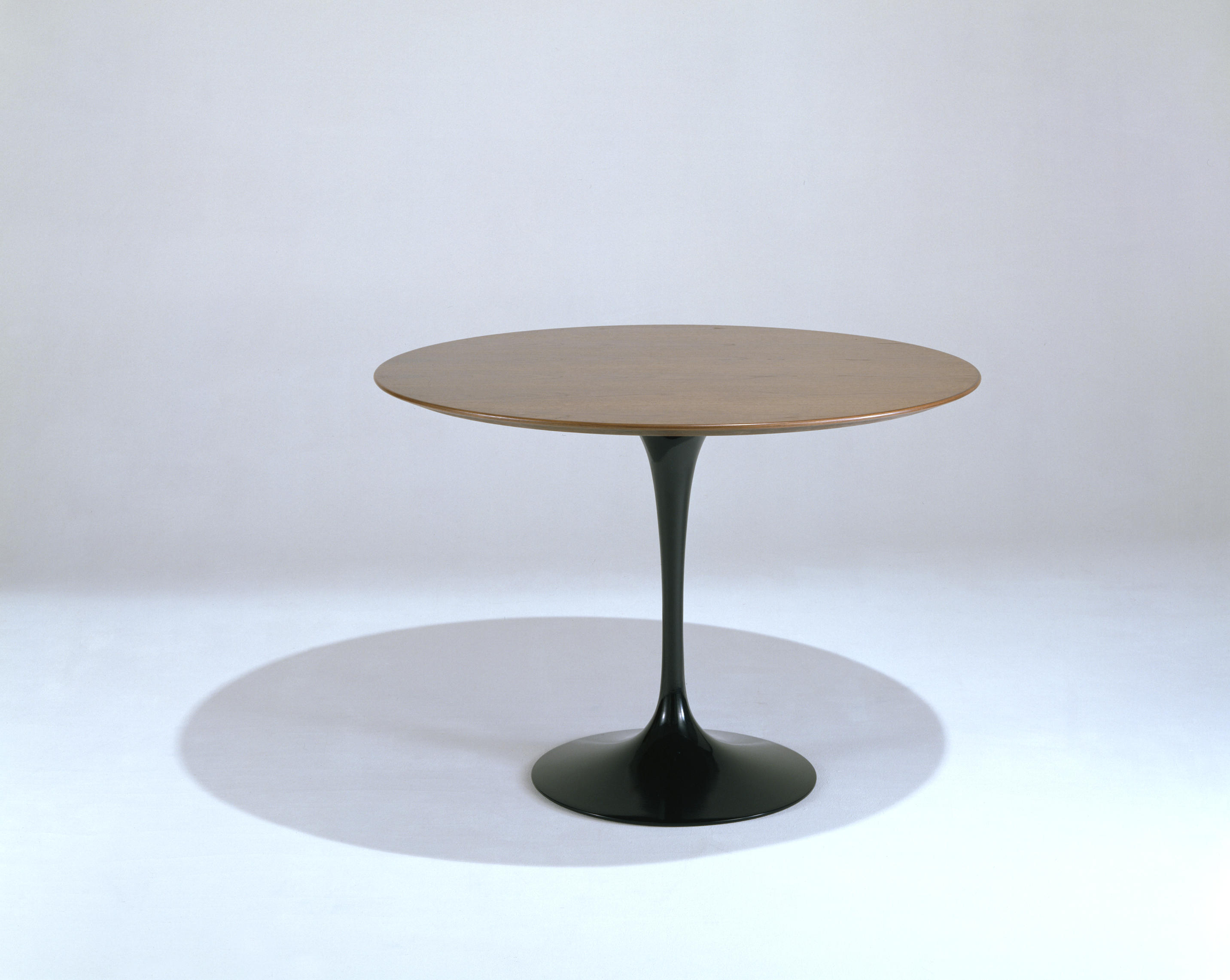 Saarinen tulip dining table dining tables by knoll for Tulip dining table