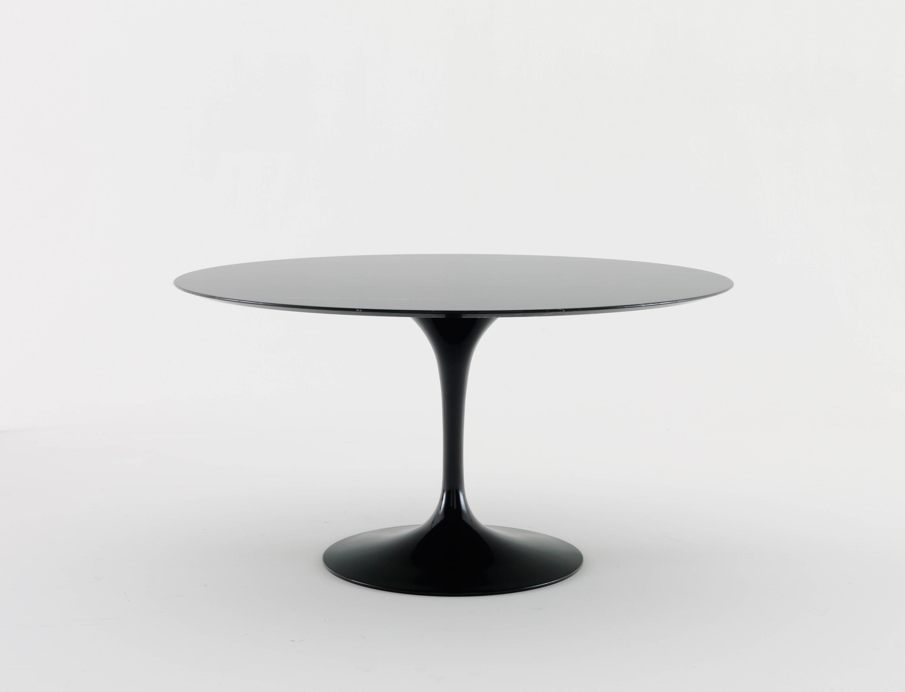 saarinen tulip dining table dining tables by knoll international architonic. Black Bedroom Furniture Sets. Home Design Ideas