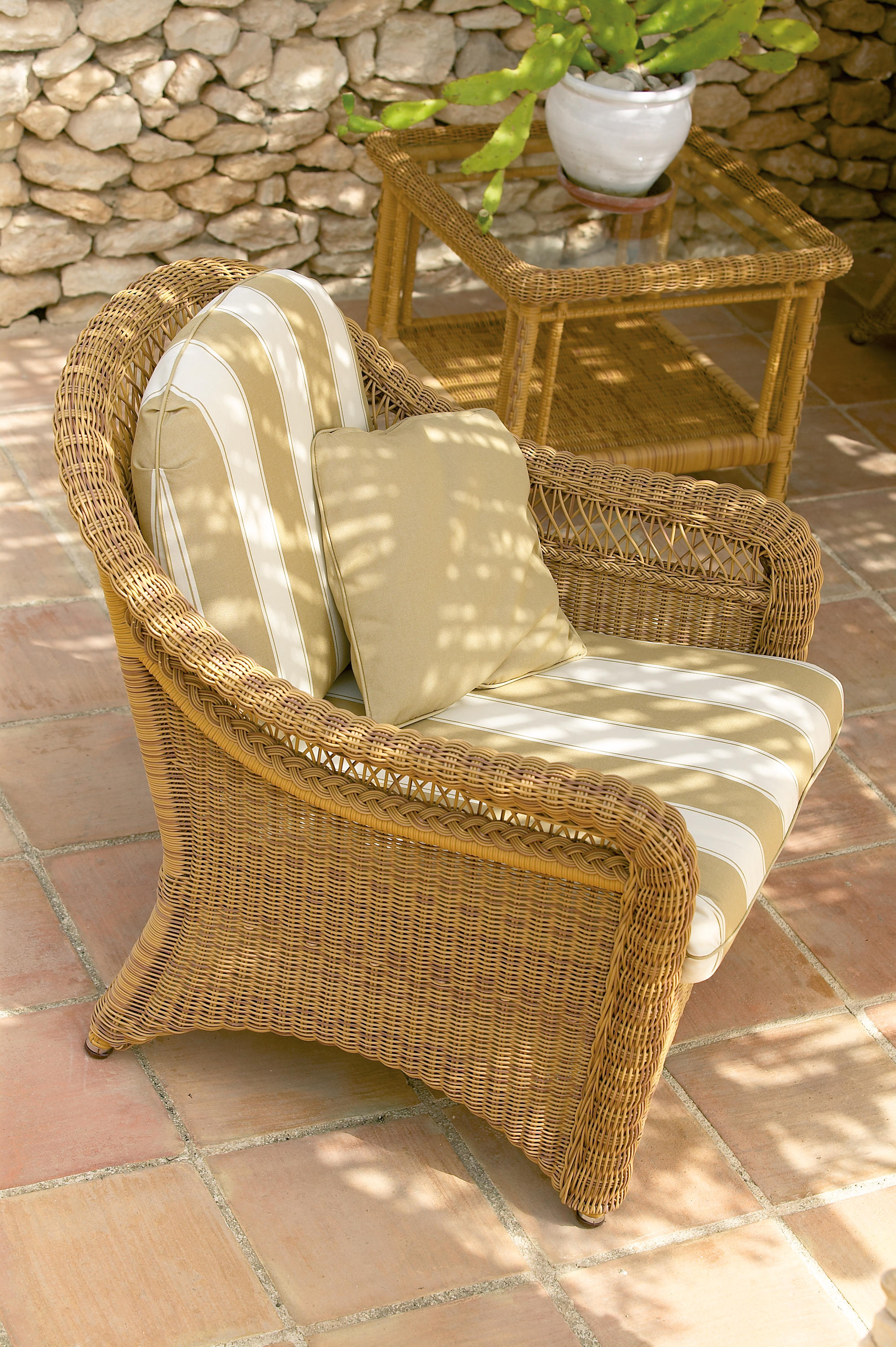 ... Arena armchair by Point ...