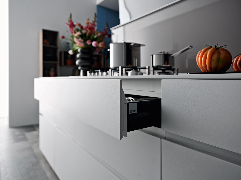 New logica system isola cucine parete valcucine architonic - Cucine con piastre elettriche ...