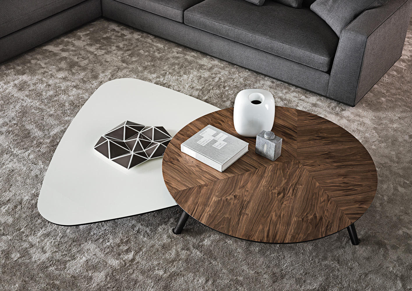 sullivan lounge tables from minotti architonic. Black Bedroom Furniture Sets. Home Design Ideas