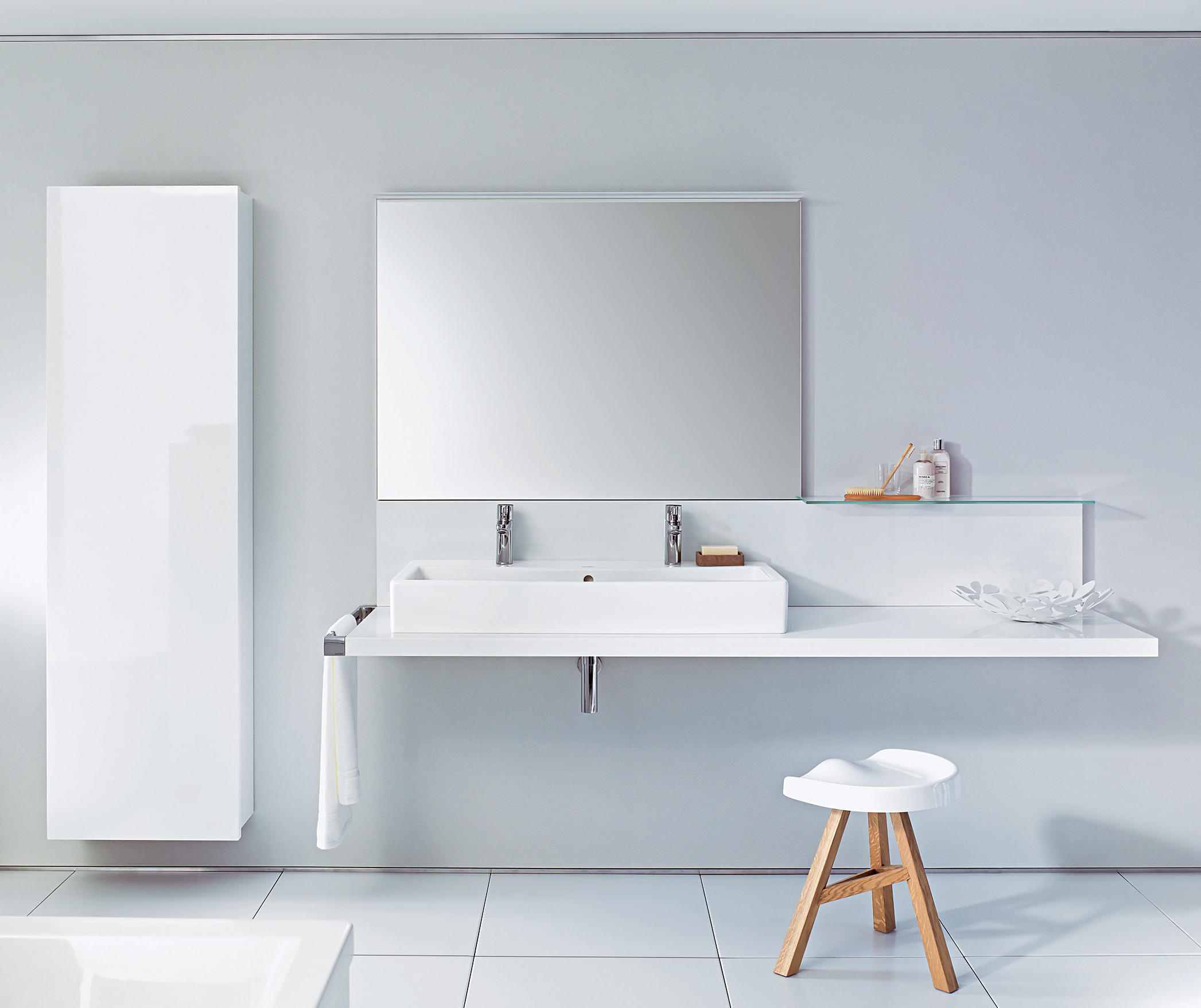 Delos cabinet tall wall cabinets from duravit architonic for Cabinet salle de bain