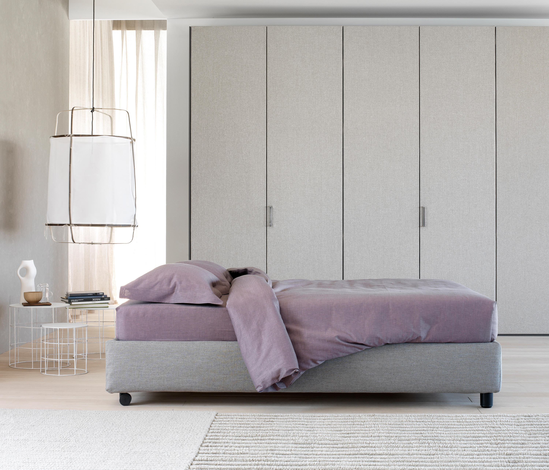 sommier bett doppelbetten von flou architonic. Black Bedroom Furniture Sets. Home Design Ideas