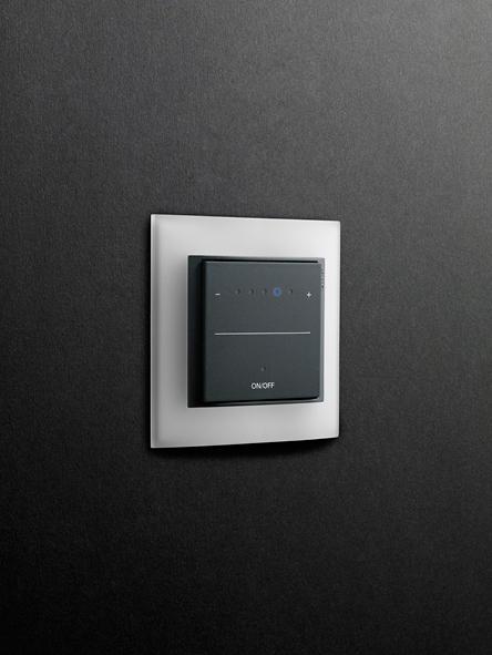 event opak led steckdose schuko stecker von gira. Black Bedroom Furniture Sets. Home Design Ideas