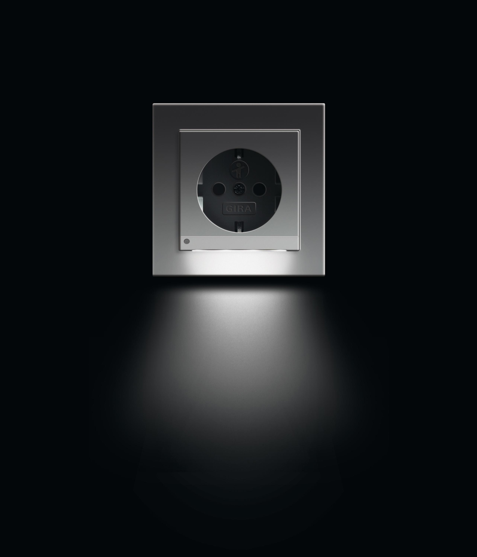 schuko steckdose led e2 schuko stecker von gira architonic. Black Bedroom Furniture Sets. Home Design Ideas