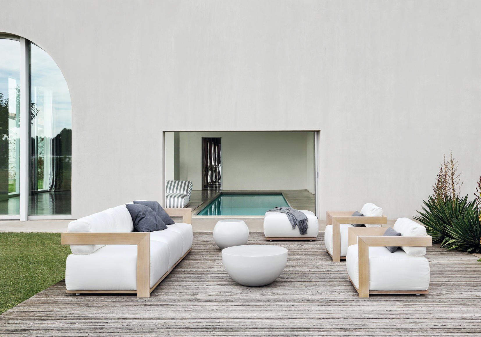 Claud Sofa Sofas From Meridiani Architonic