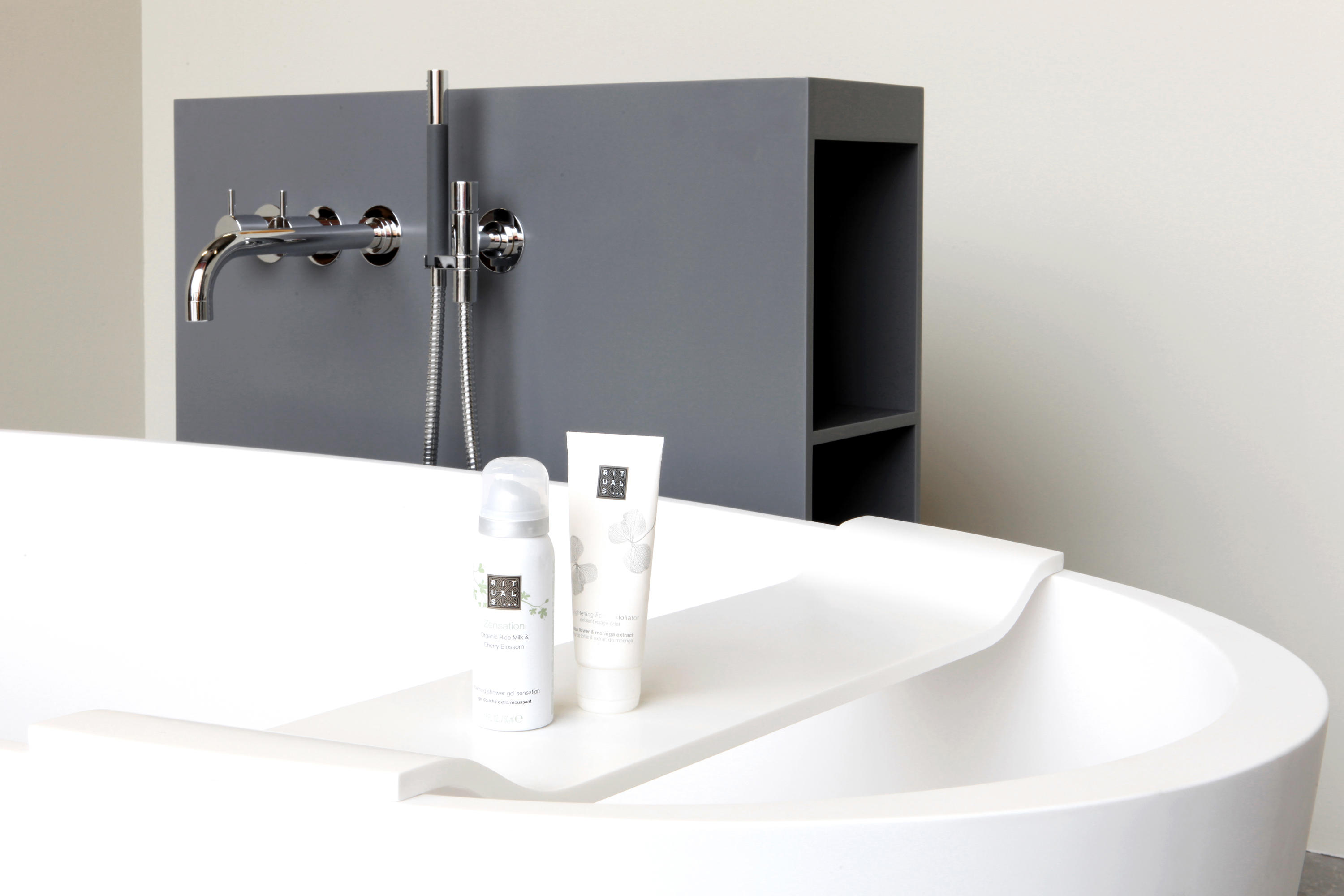 loop bath by not only white bv