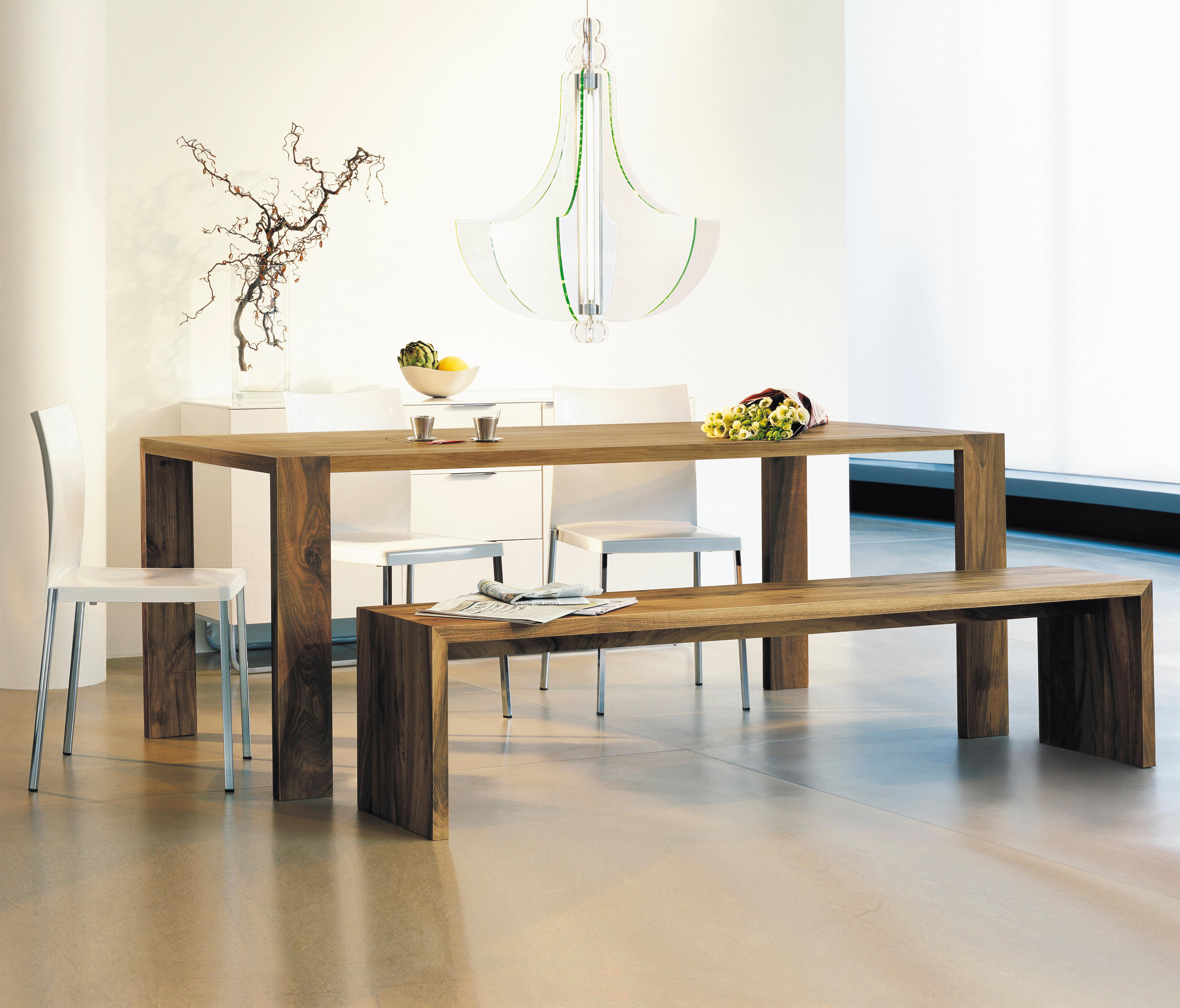 eaton dining tables from ligne roset architonic. Black Bedroom Furniture Sets. Home Design Ideas