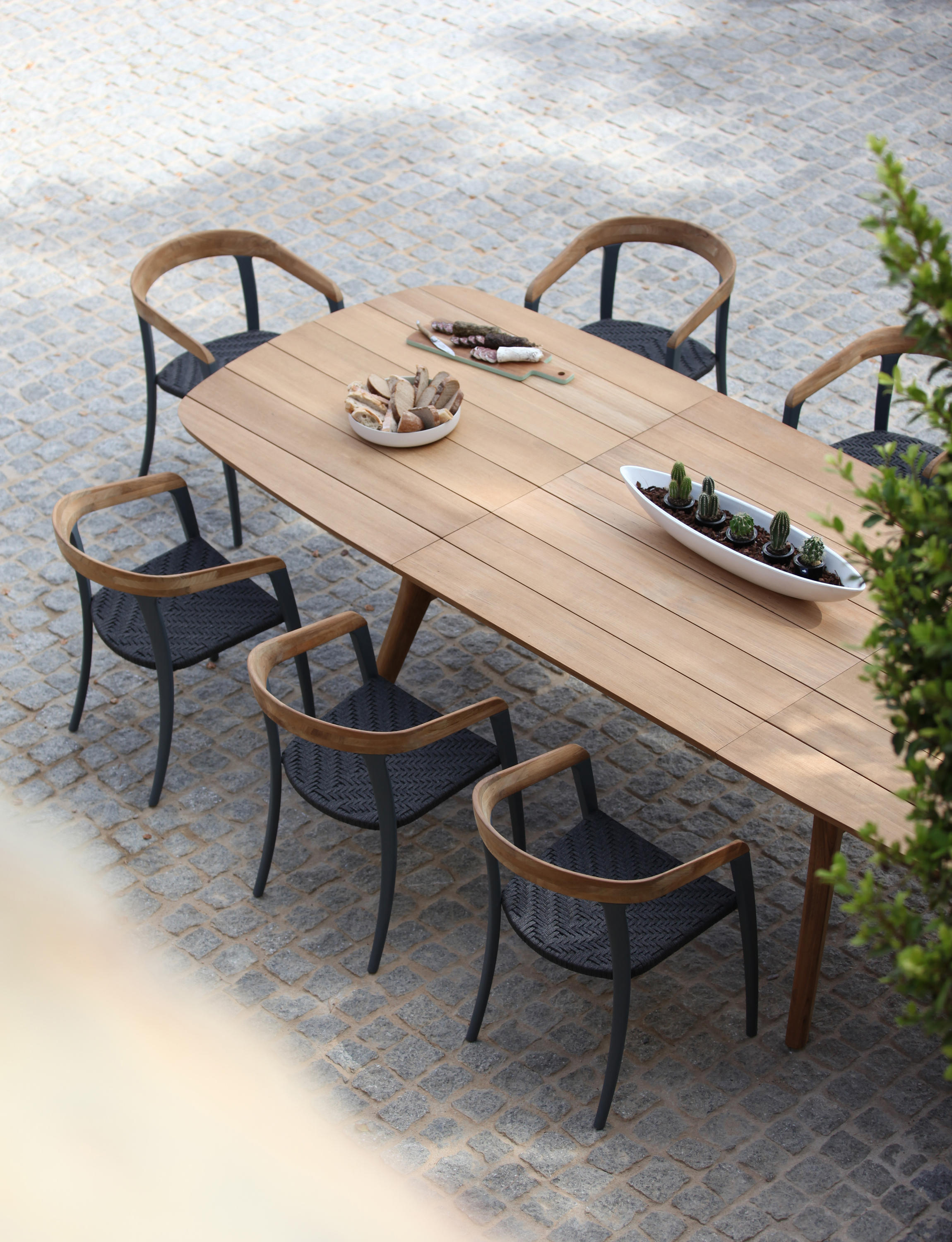 Zidiz zdz 300 dining tables from royal botania architonic for Table bois exterieur