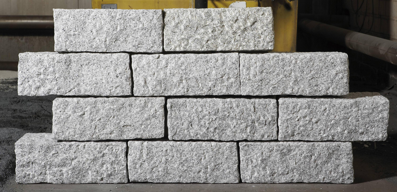 Sichtschutz mit granitstelen naturstein vertrieb for Naturstein post