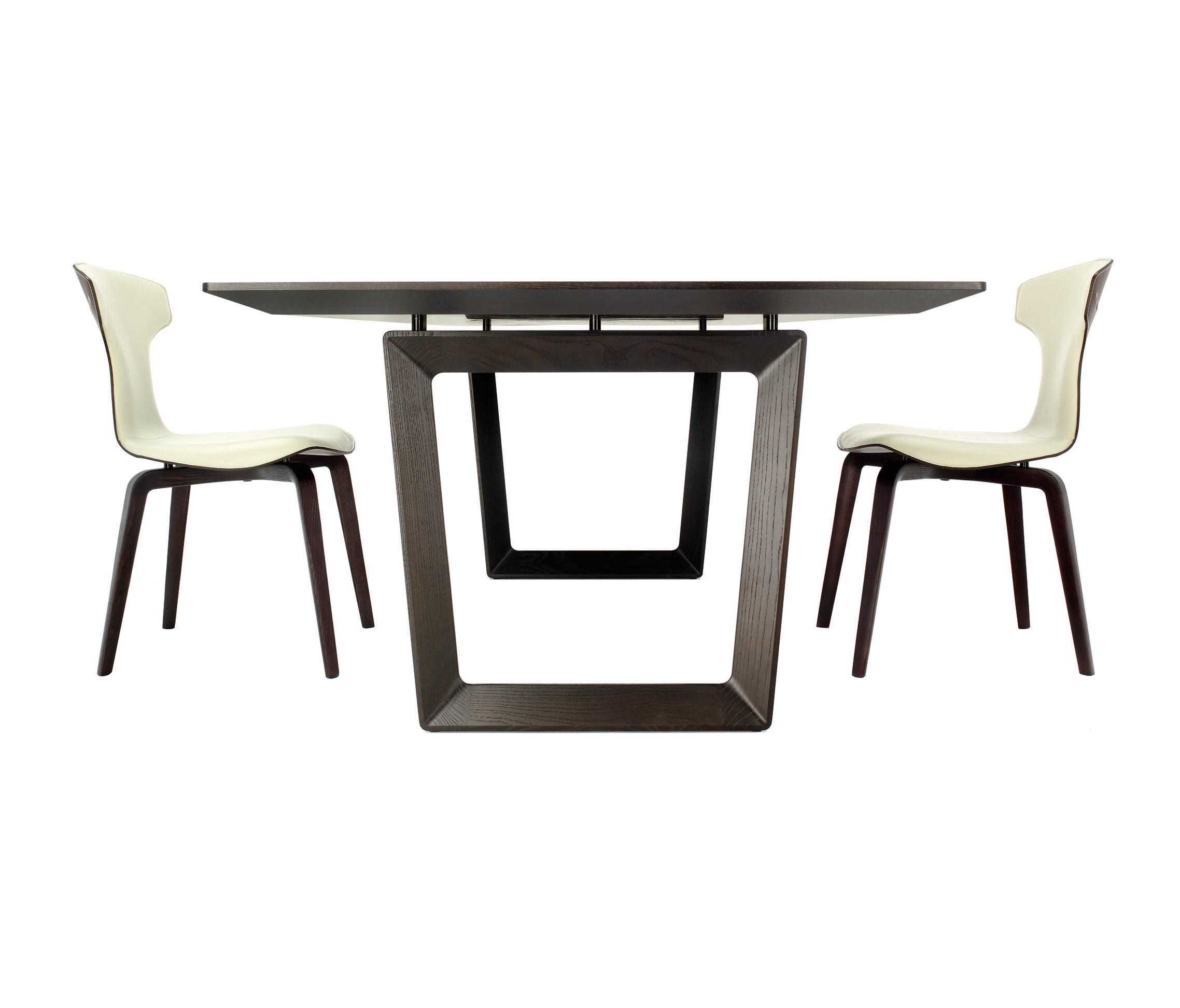 Bolero restaurant tables from poltrona frau architonic for Outlet poltrona frau tolentino