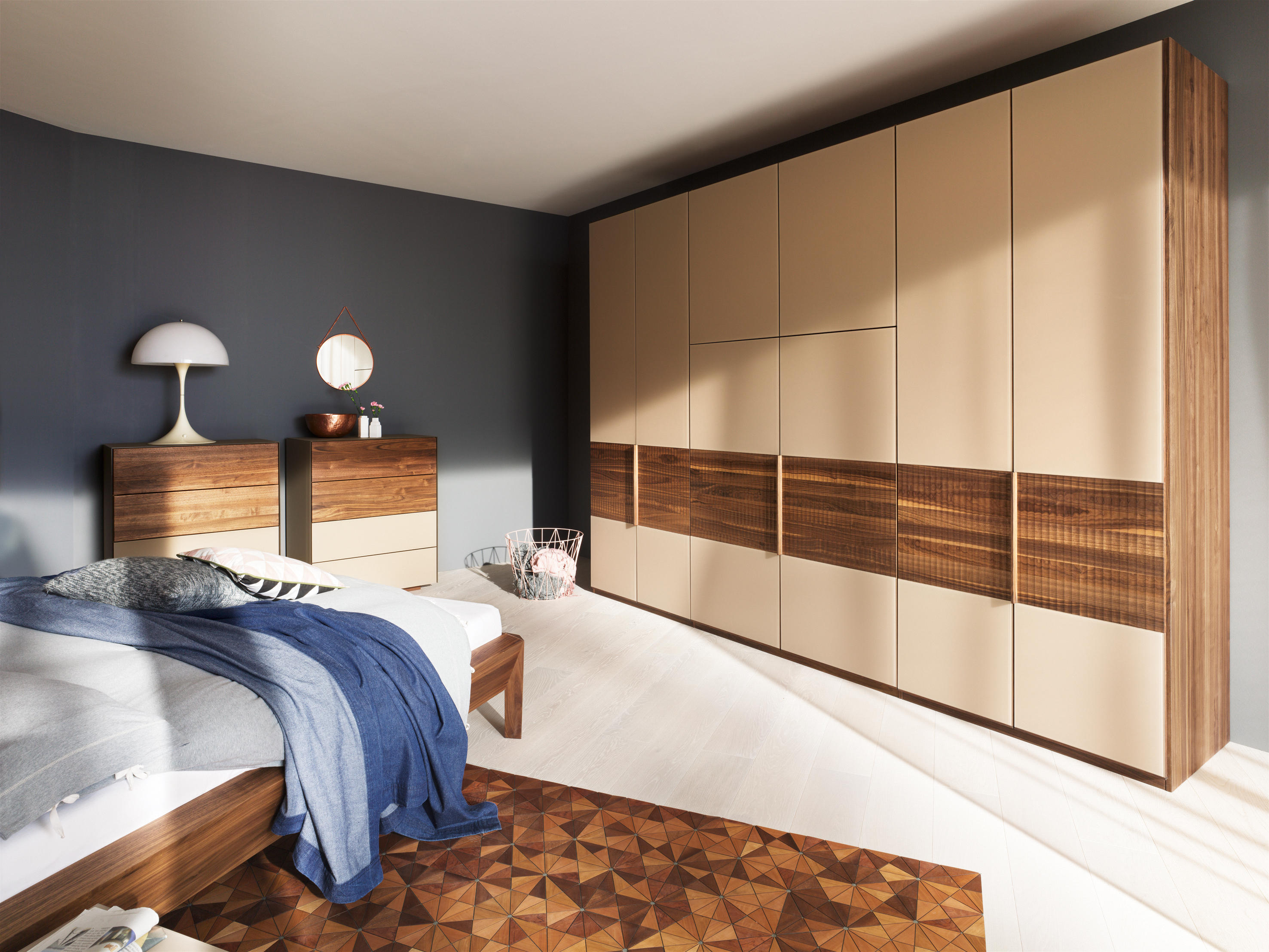 valore relief sistema armadi armadi a muro team 7. Black Bedroom Furniture Sets. Home Design Ideas