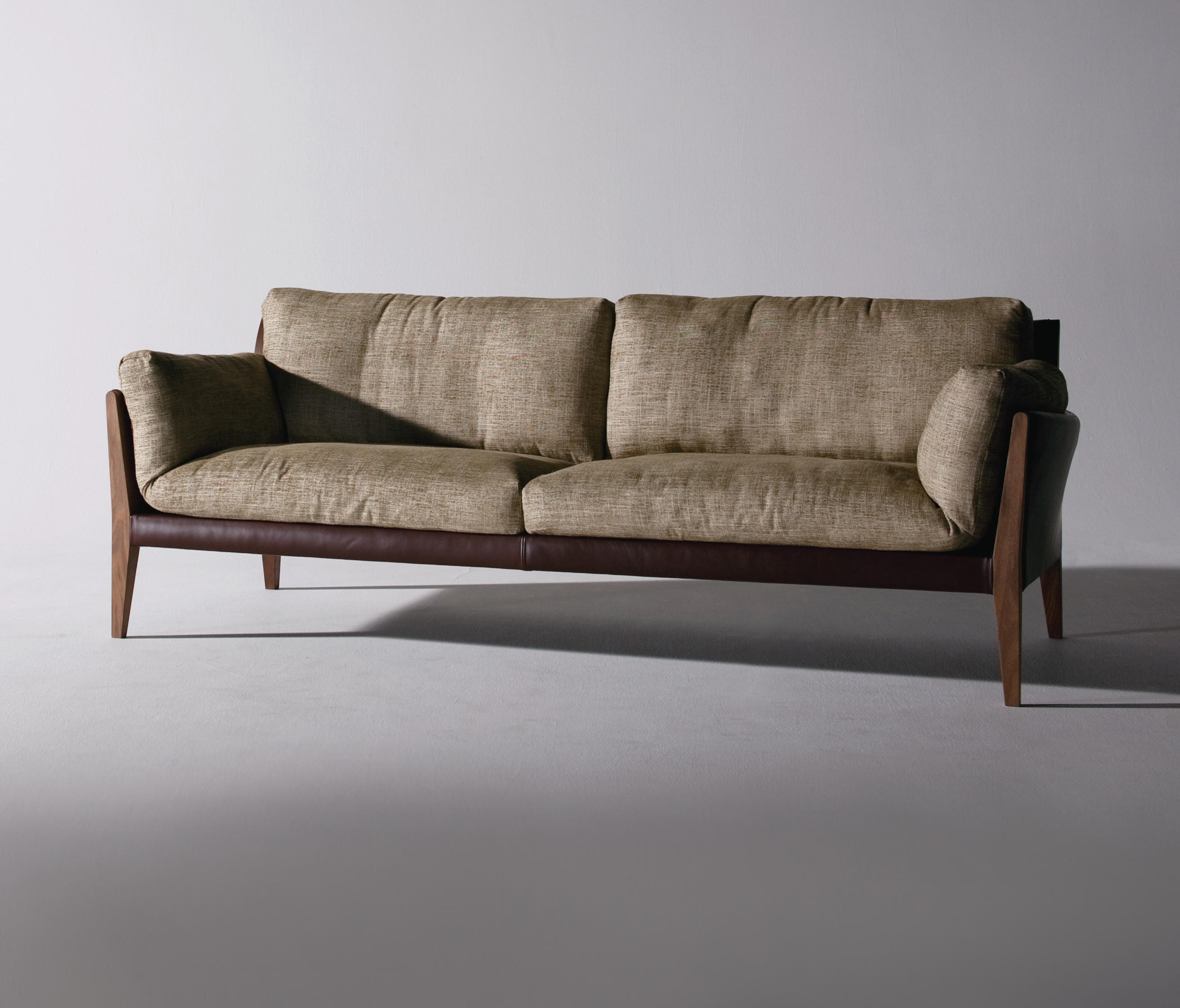 DIANA SOFA Lounge chairs from Ritzwell