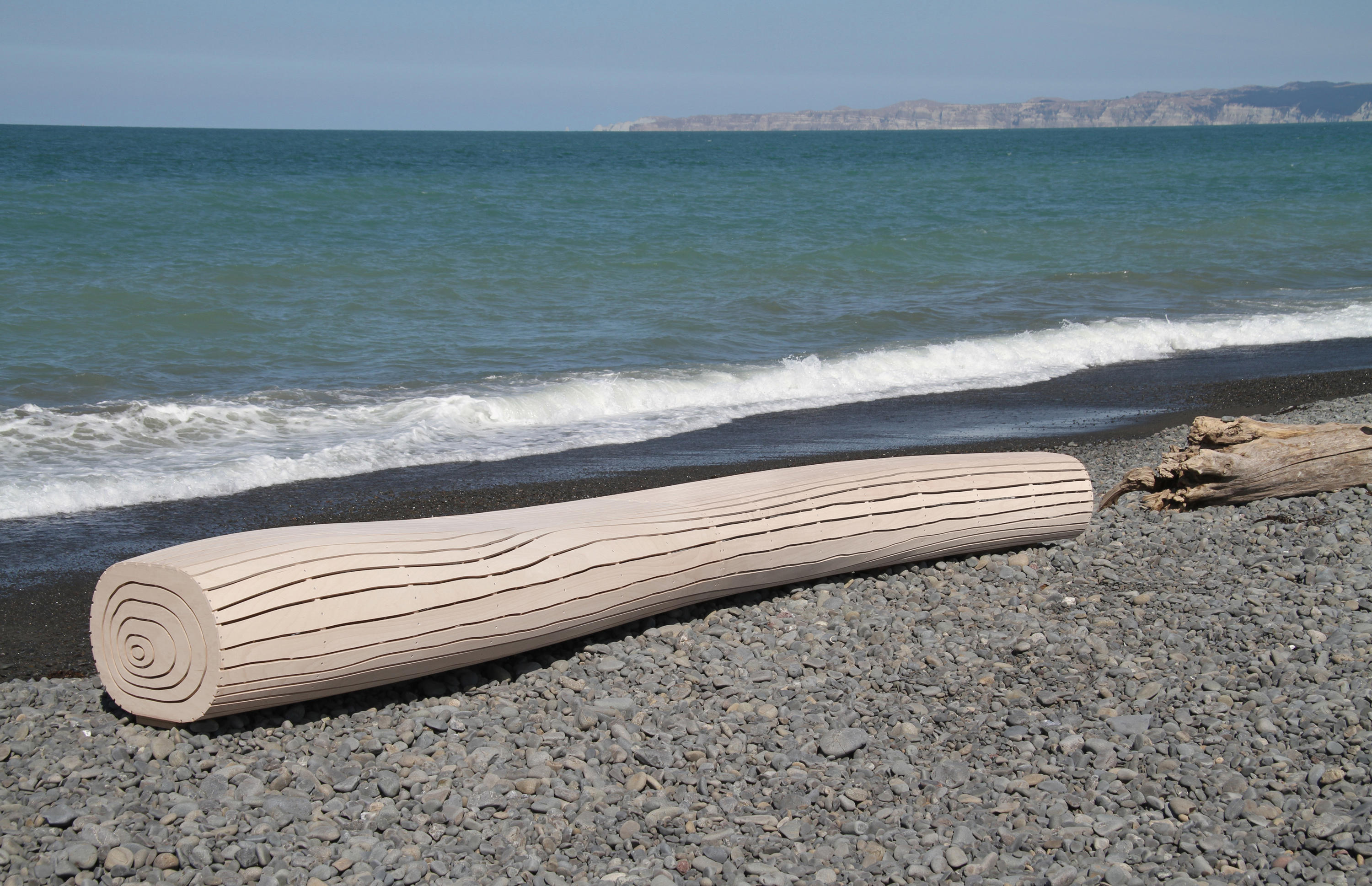 Driftwood bench bancs de david trubridge studio architonic for How to work with driftwood