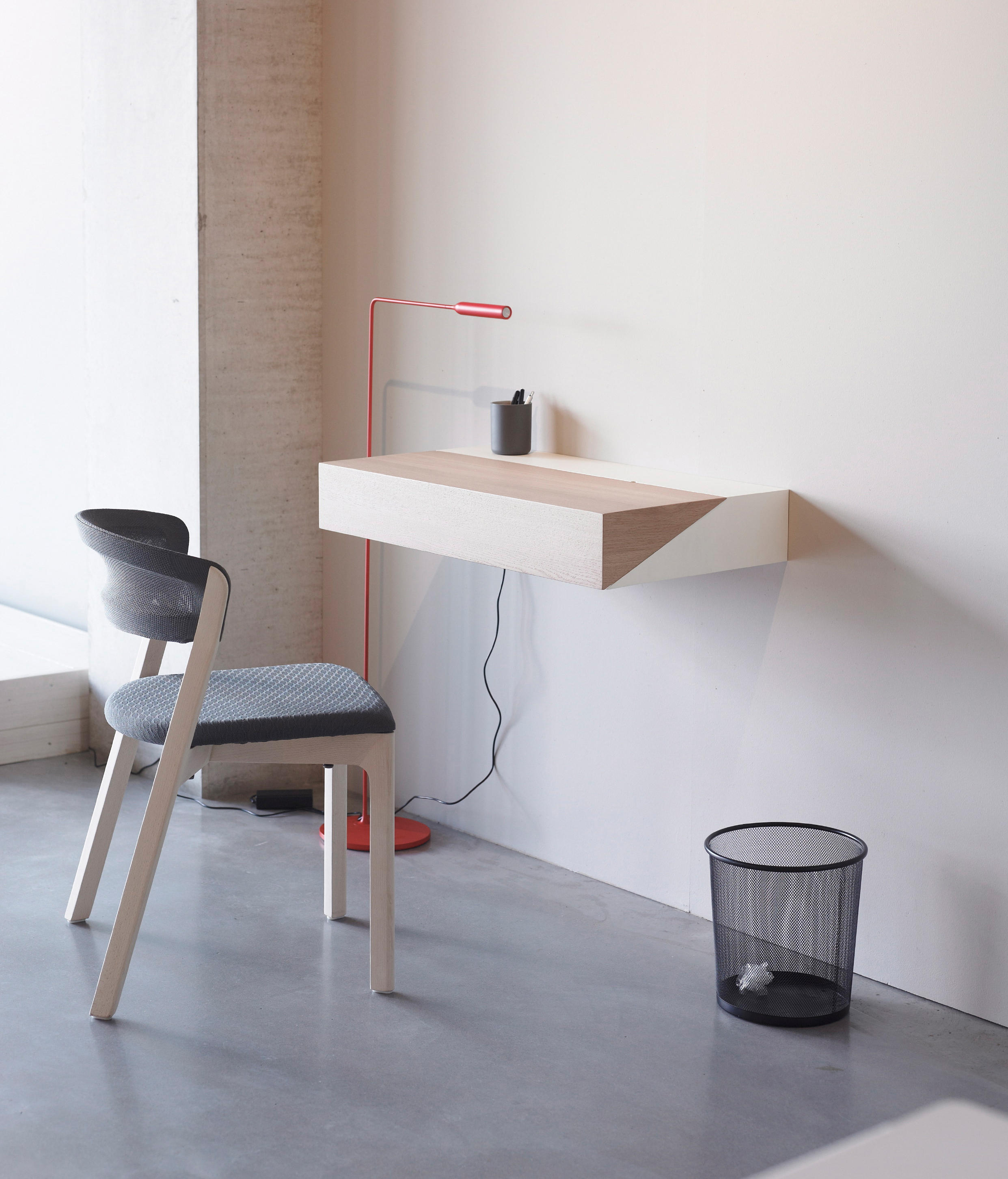 Deskbox wall shelves from arco architonic for Small wall table