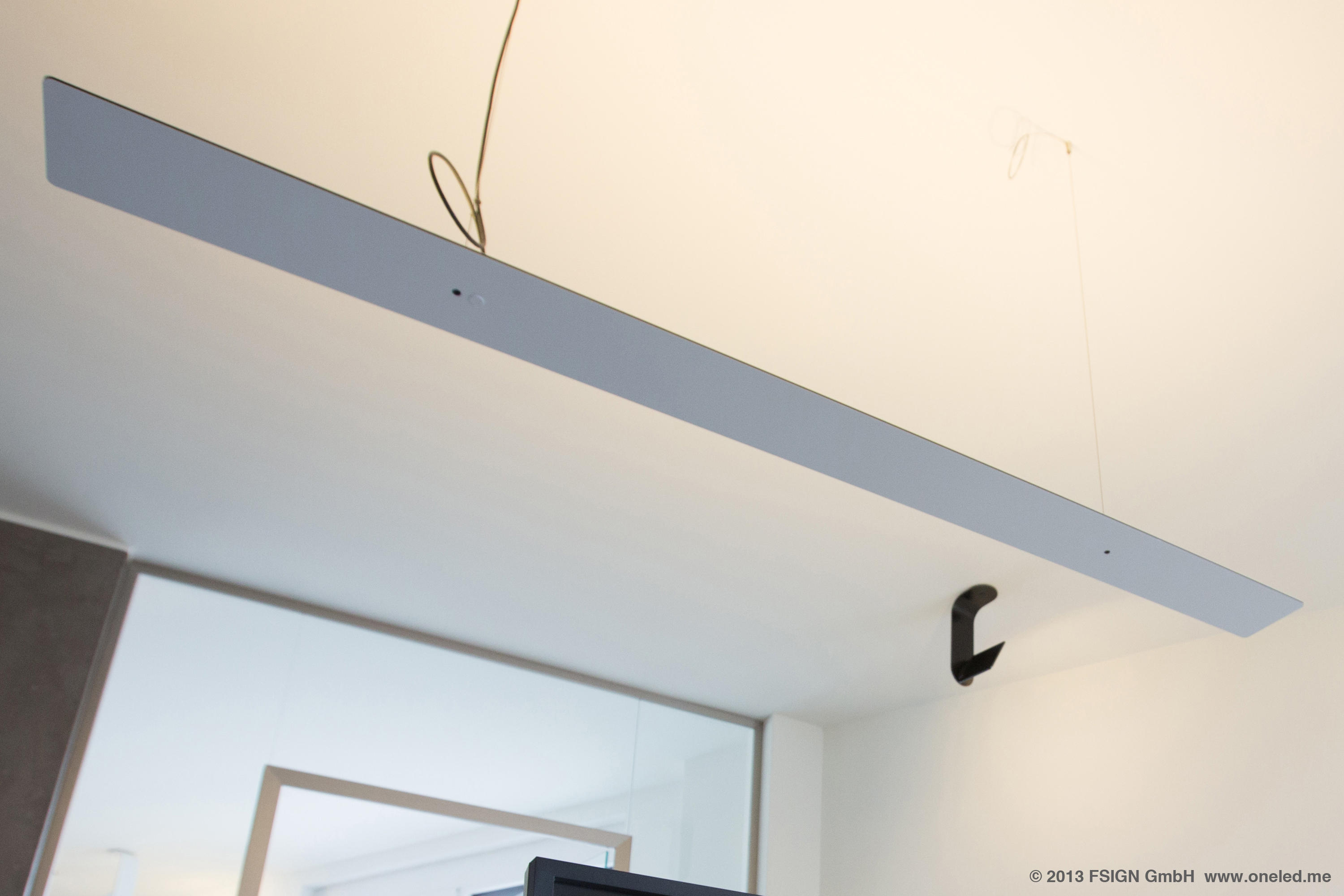Oneled suspended luminaire general lighting from oneled architonic - Cable suspendu luminaire ...