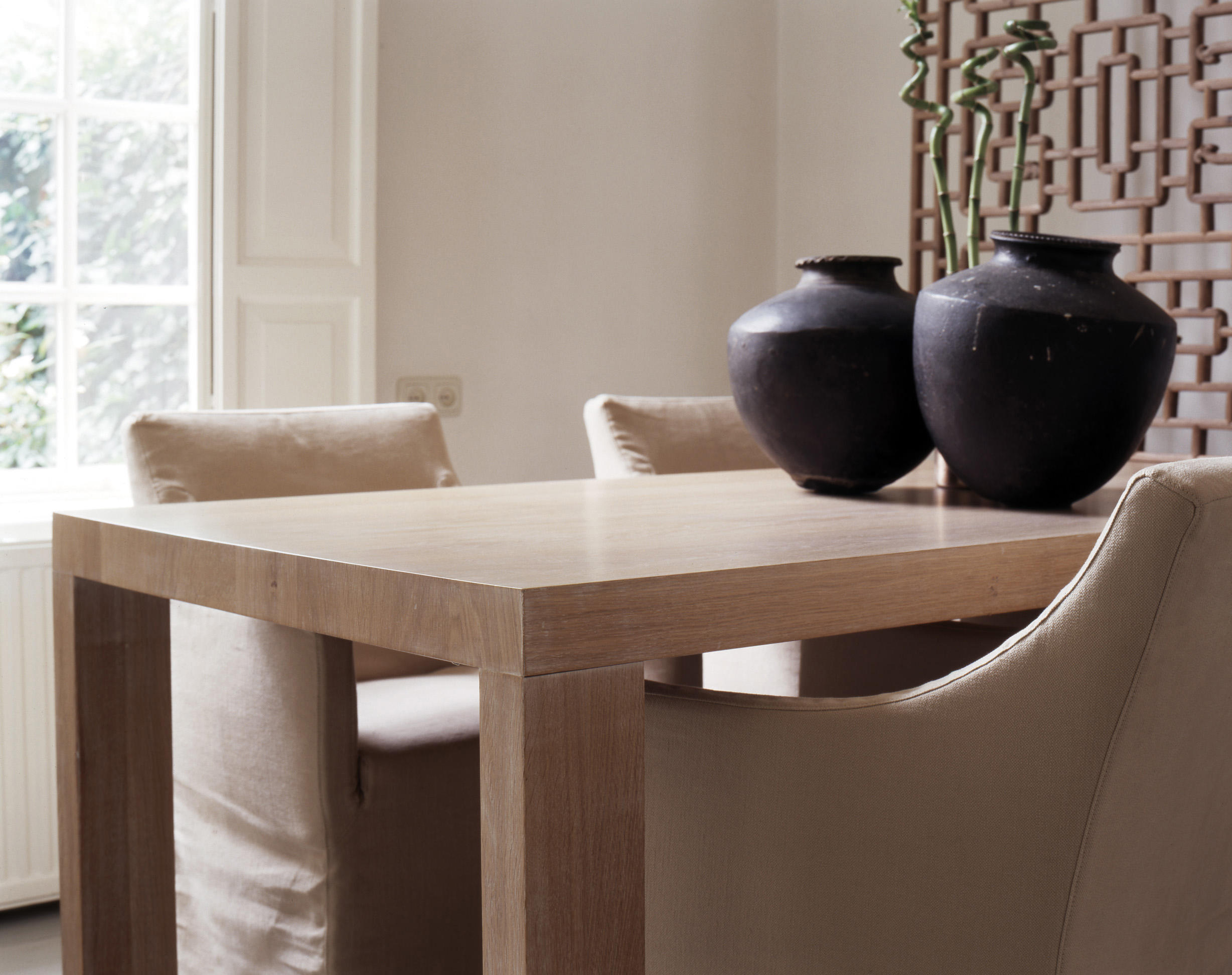 Lof dining table elephant legs dining tables from van for Best dining tables for families